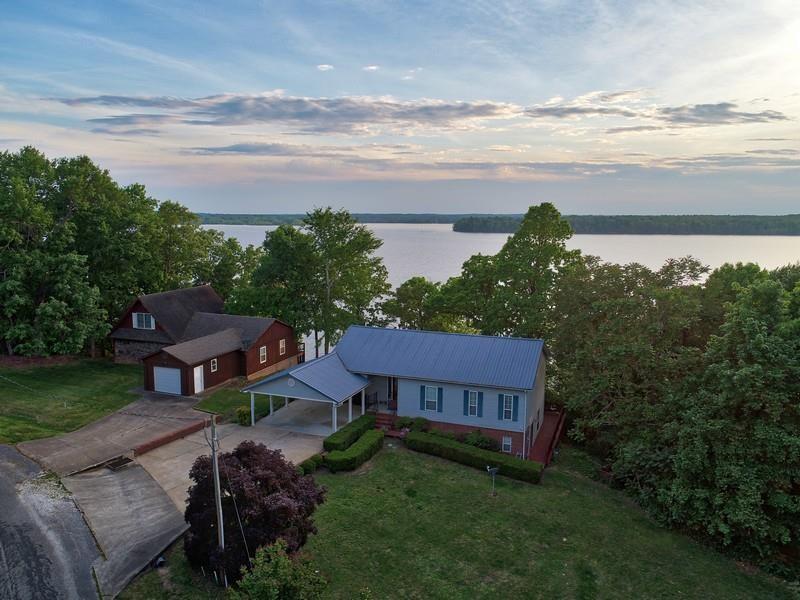 635 Shore Dr Property Photo