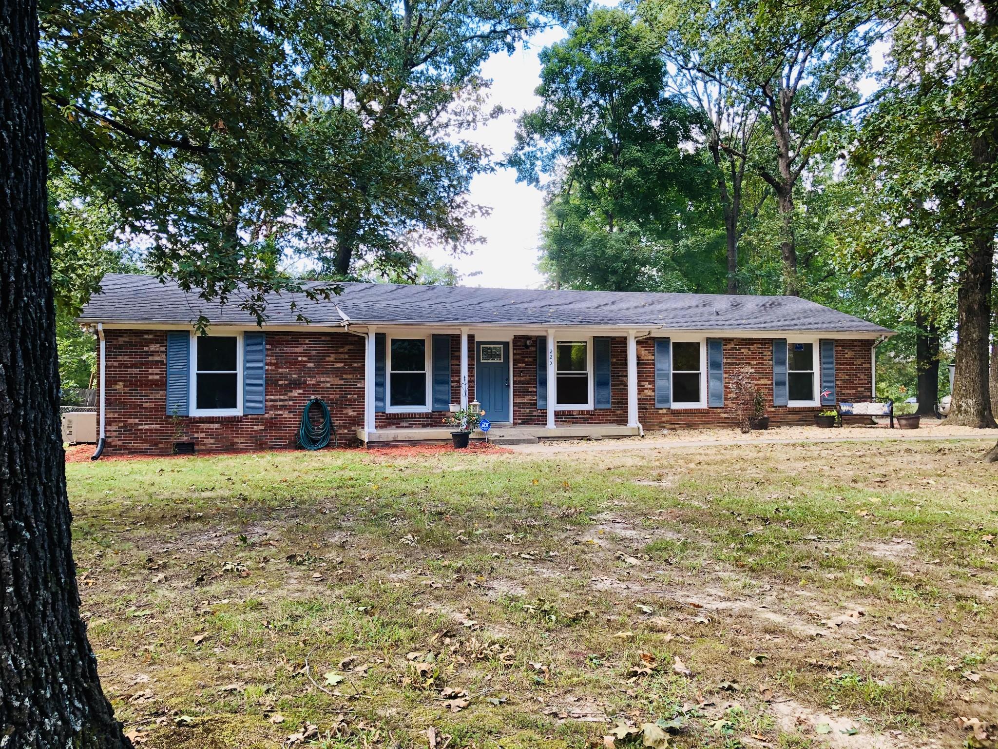 225 Yorktown Rd Property Photo