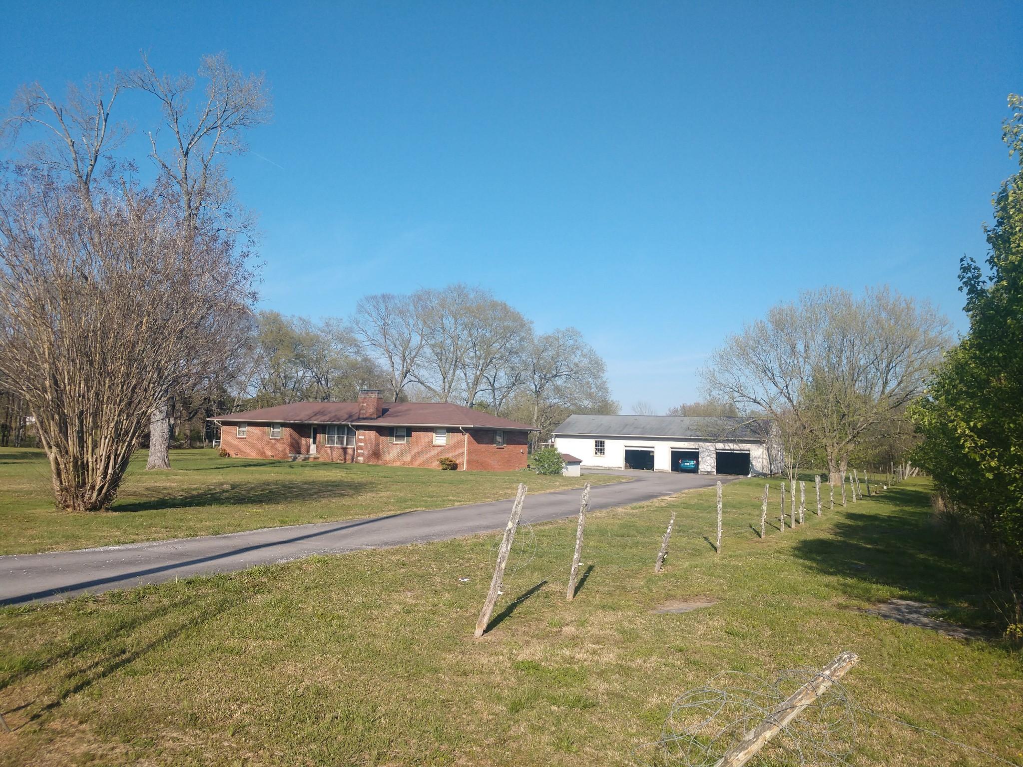 6237 Shelbyville Pike Property Photo 1