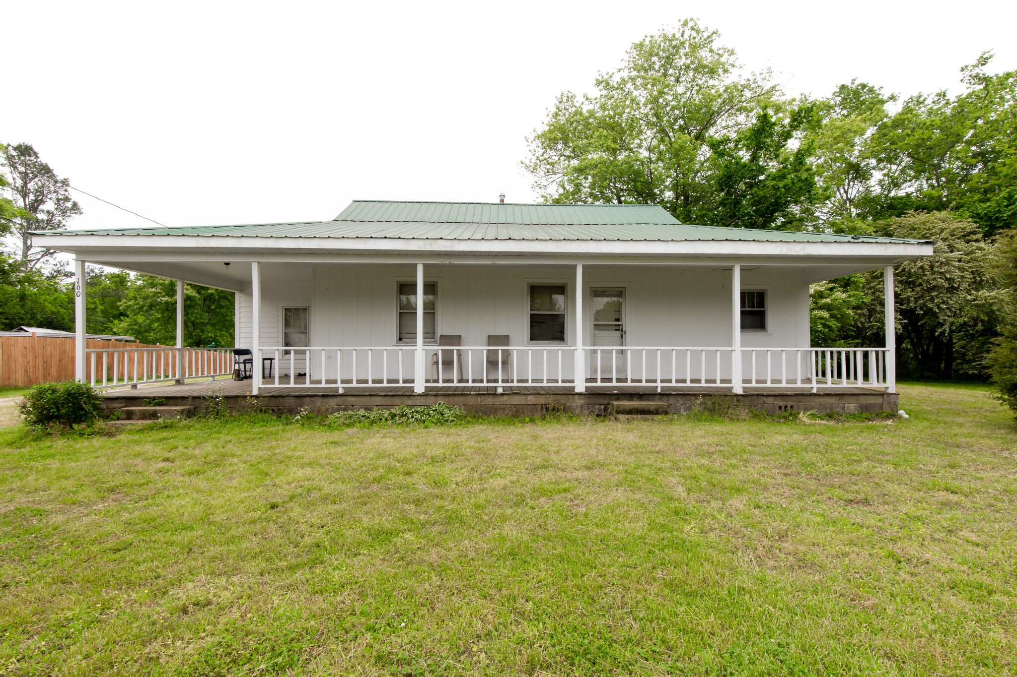 160 Columbia Ave Property Photo
