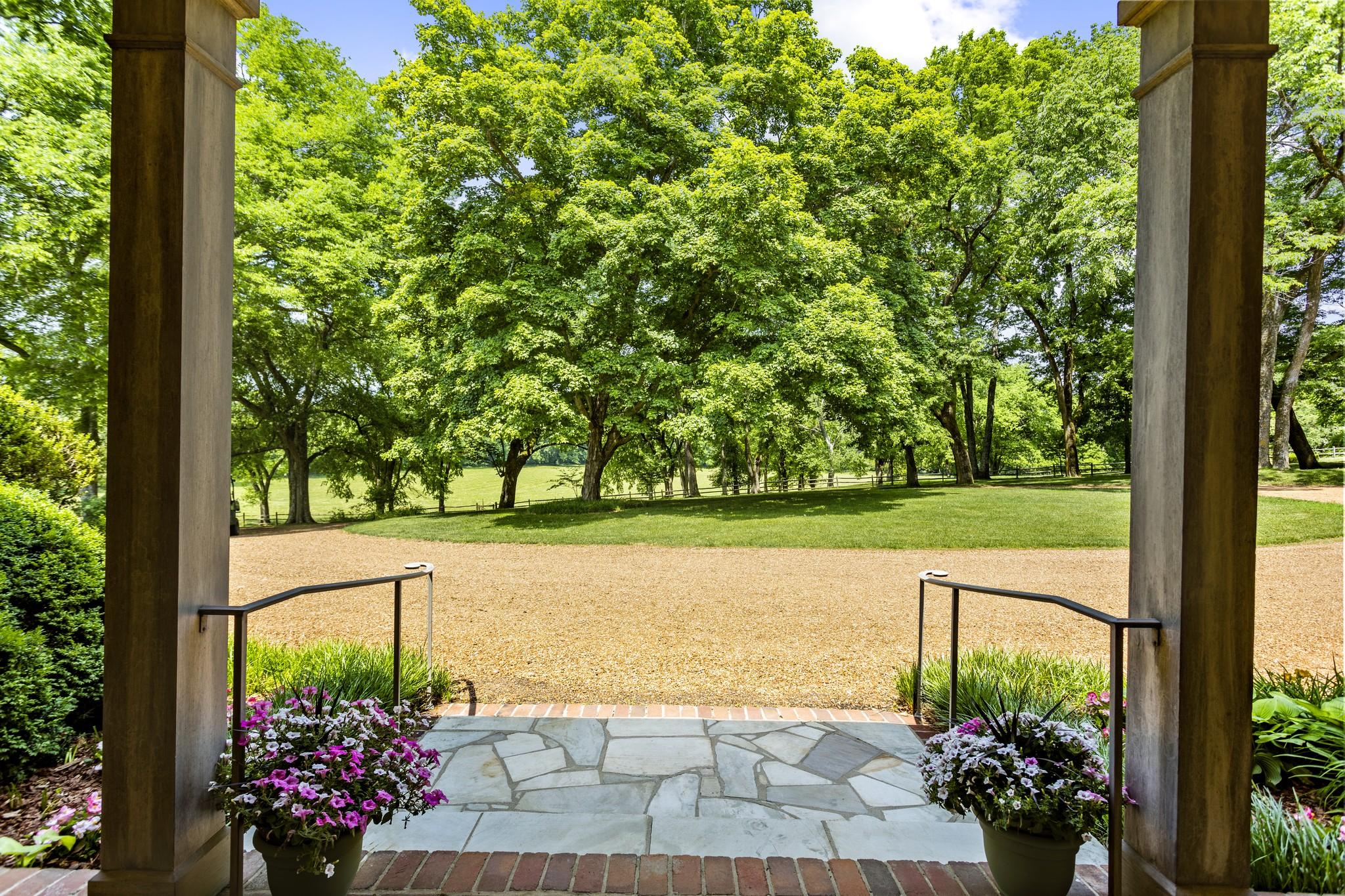 370 Vaughn Rd Property Photo 7