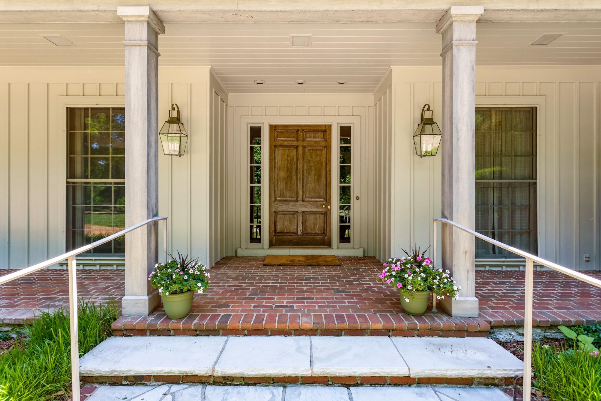 370 Vaughn Rd Property Photo 6