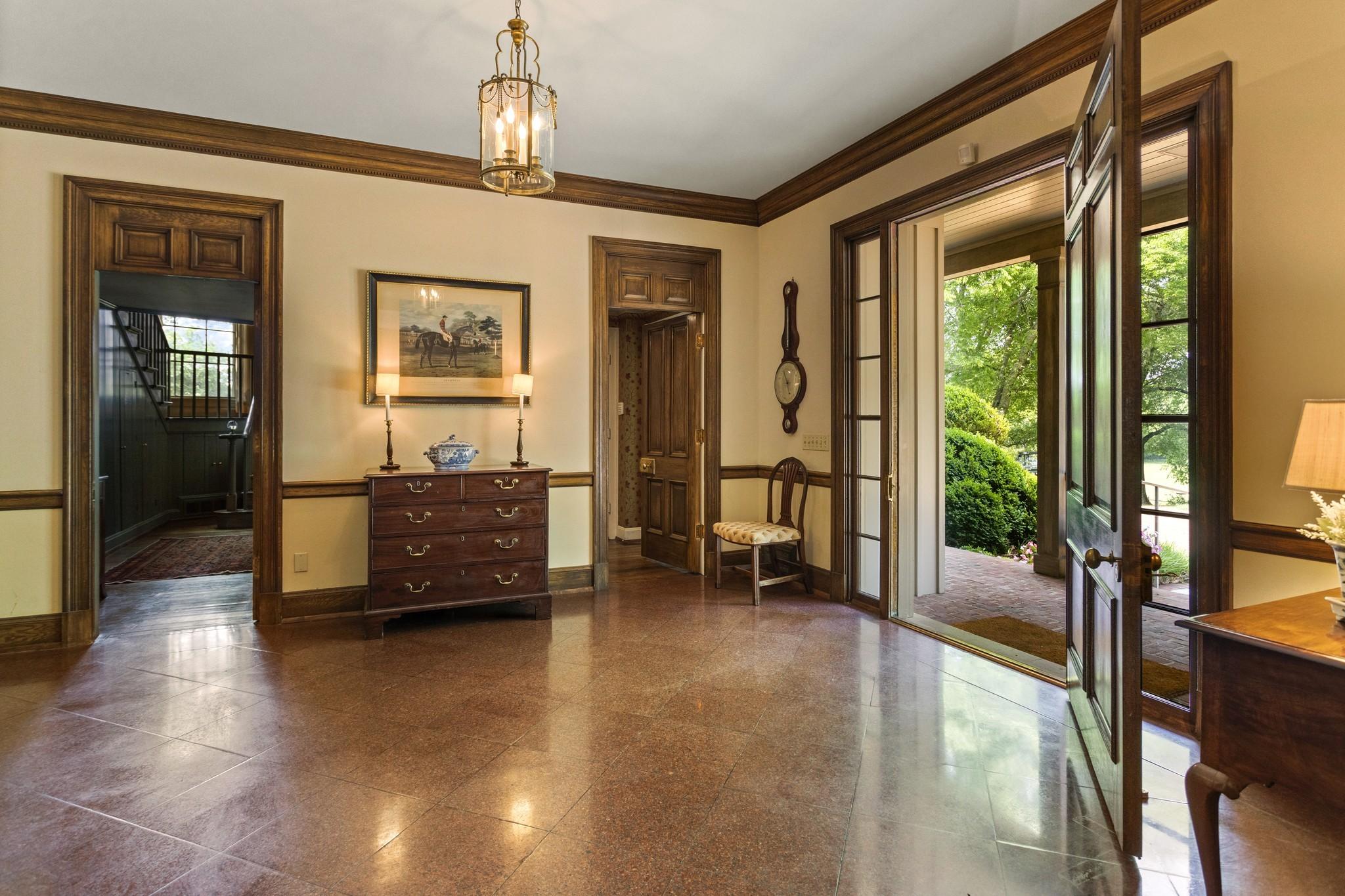 370 Vaughn Rd Property Photo 8