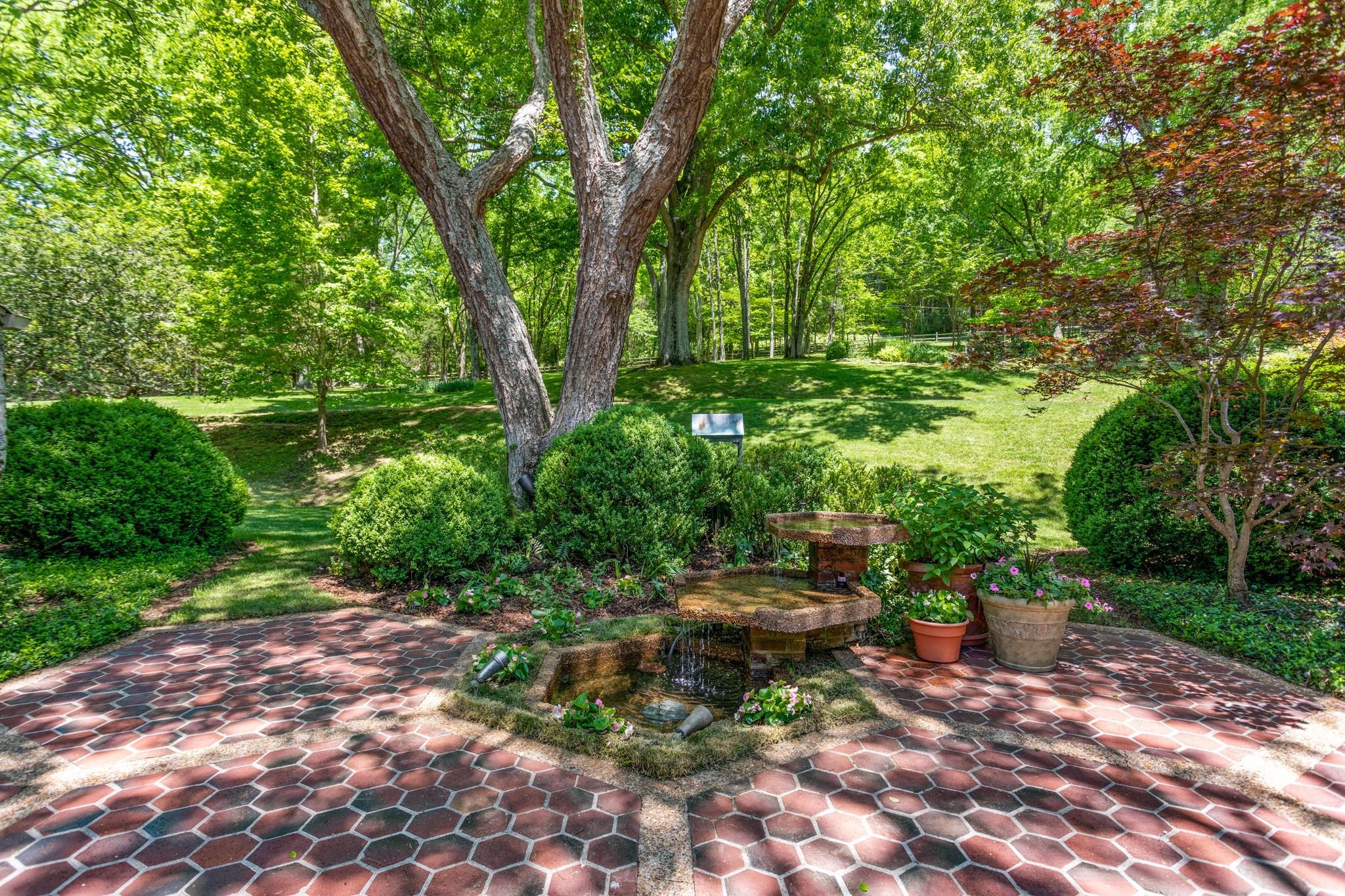370 Vaughn Rd Property Photo 16
