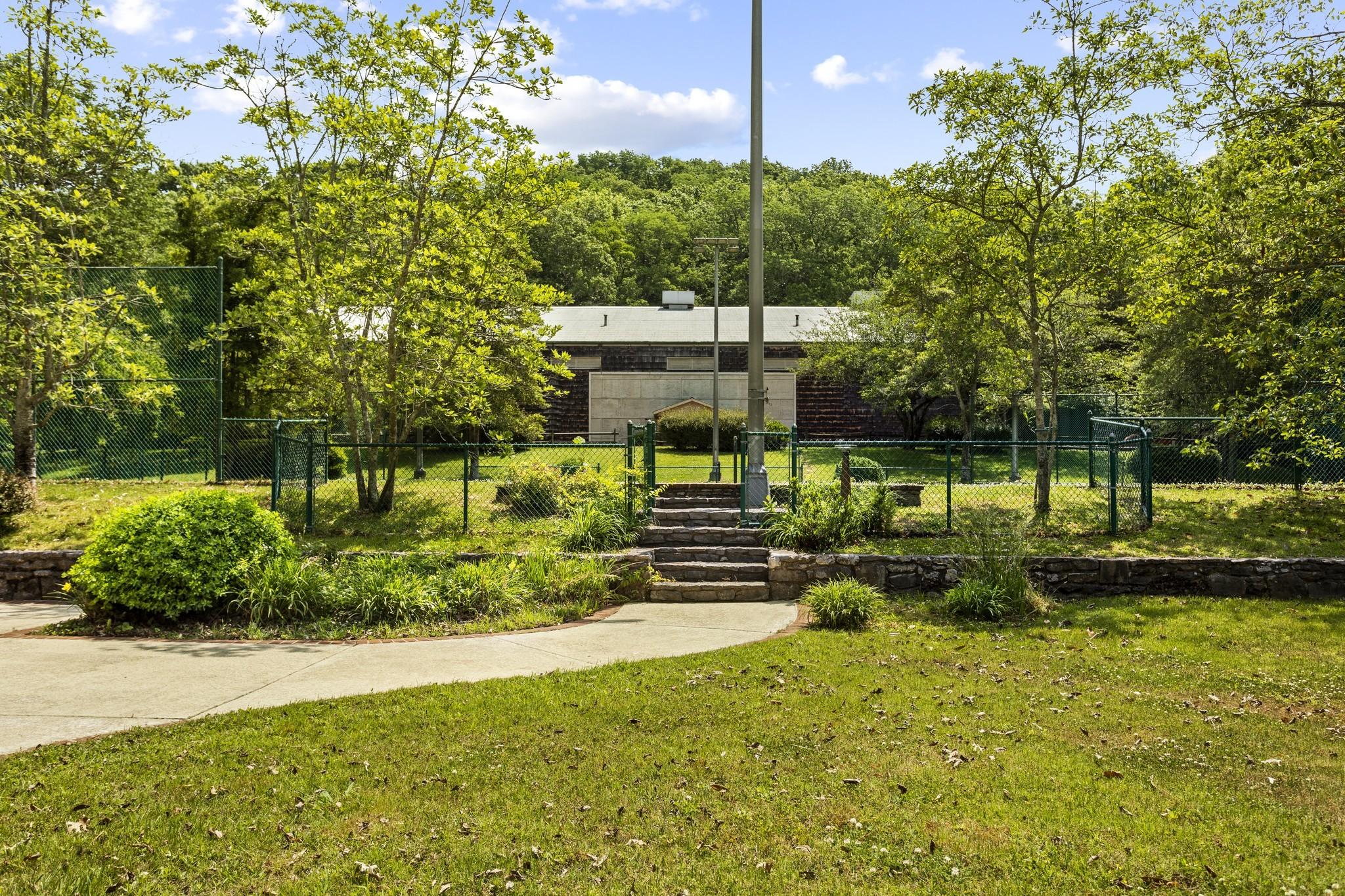 370 Vaughn Rd Property Photo 32