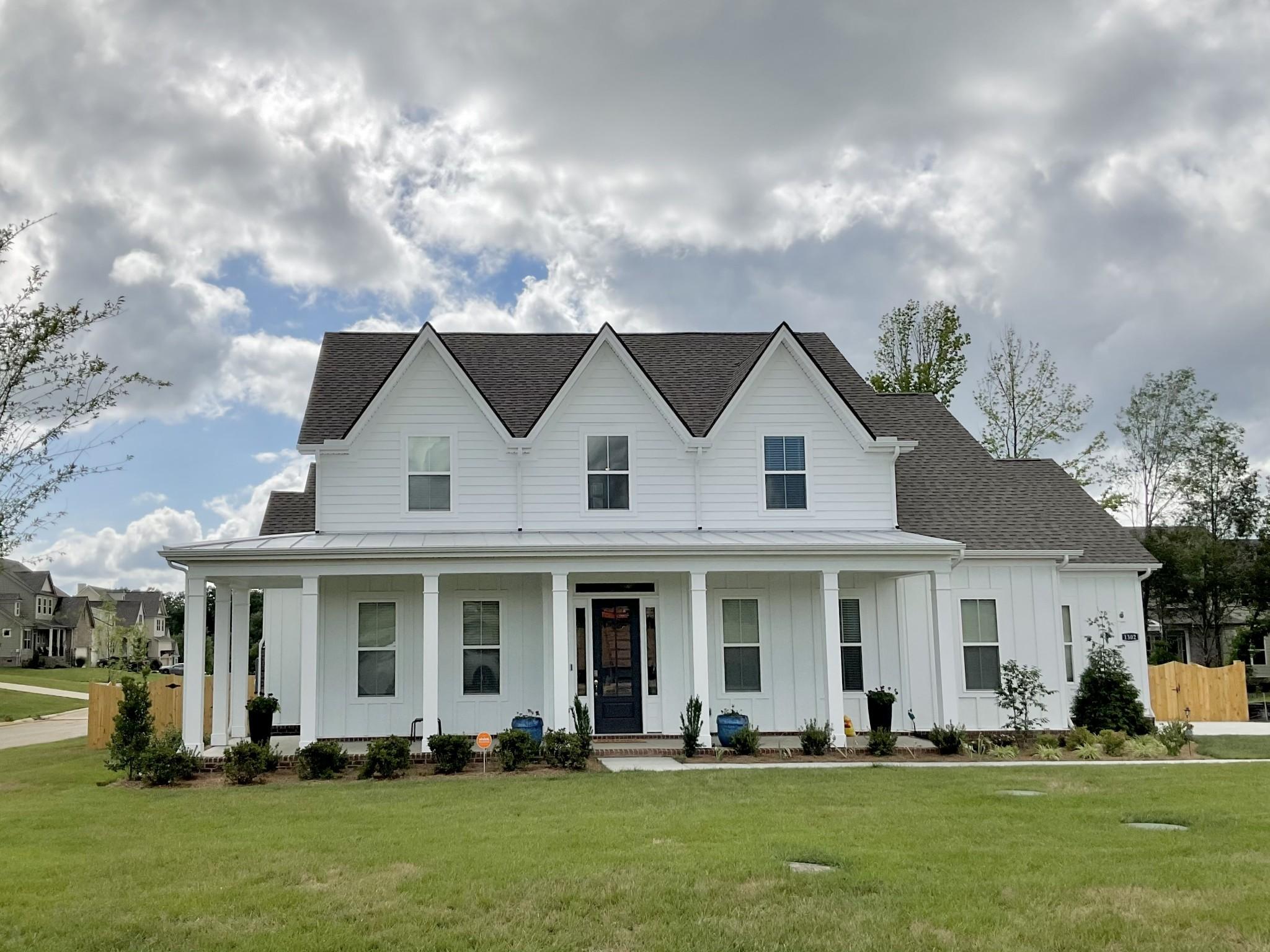 1103 Clarendon Ave Property Photo 1