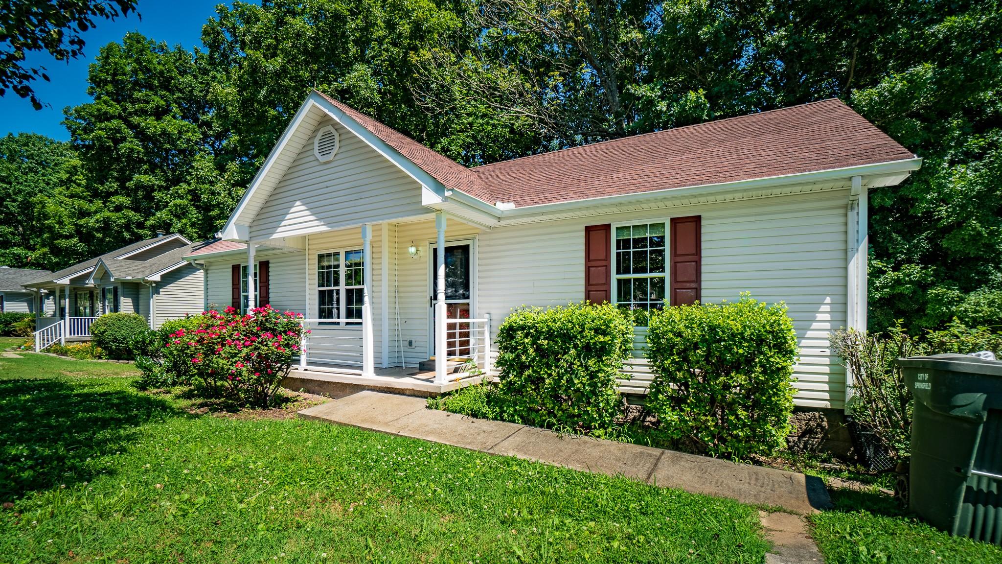 137 Brookside Pt Property Photo 1