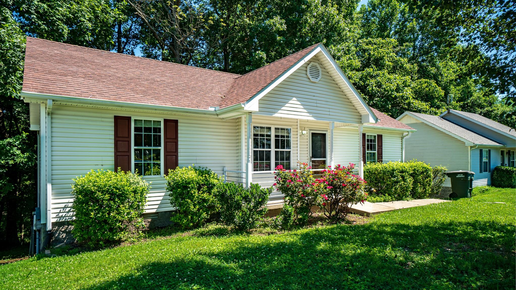 137 Brookside Pt Property Photo 2