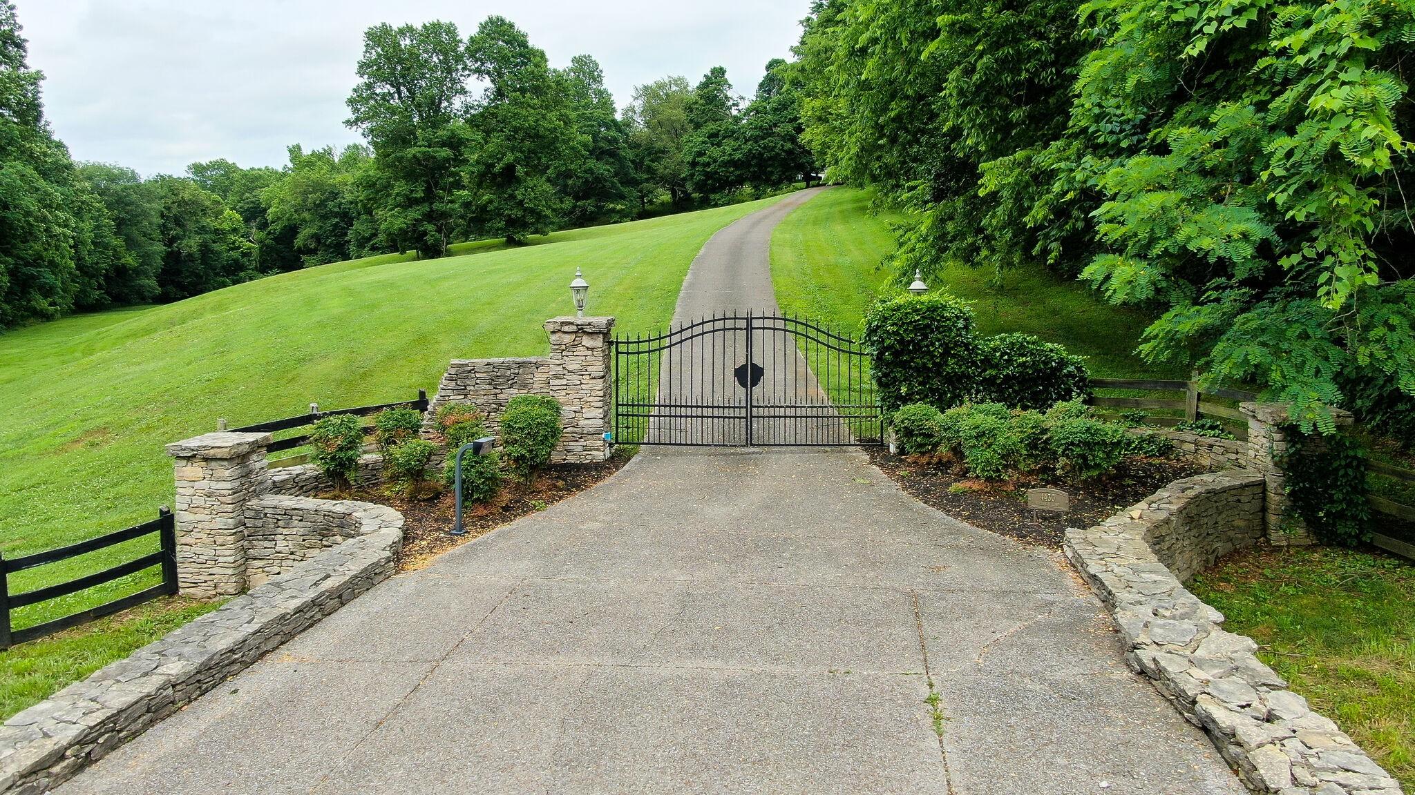 4430 Buchanan Ln Property Photo 3