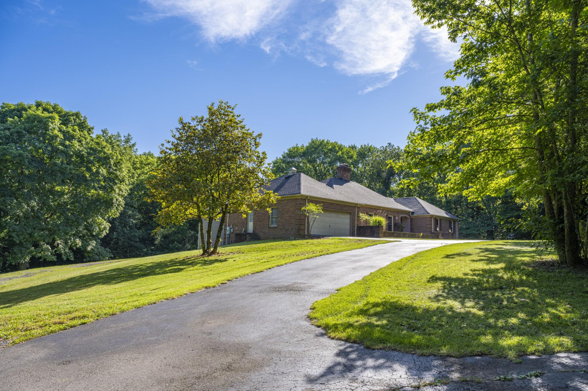 285 Dean Rd Property Photo 3