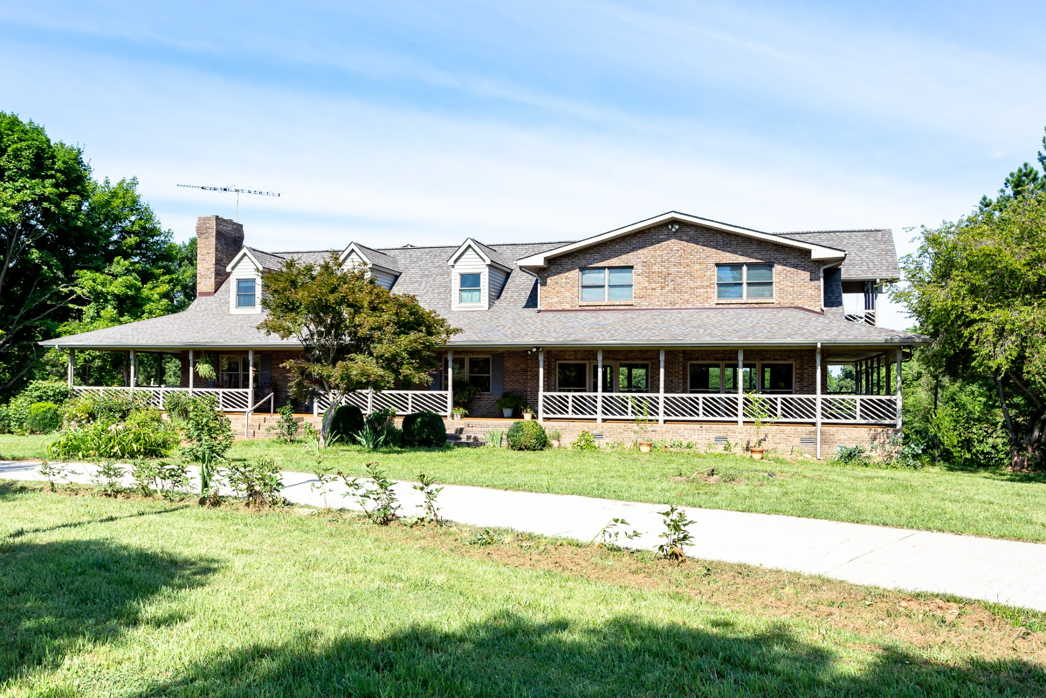 37142 Real Estate Listings Main Image