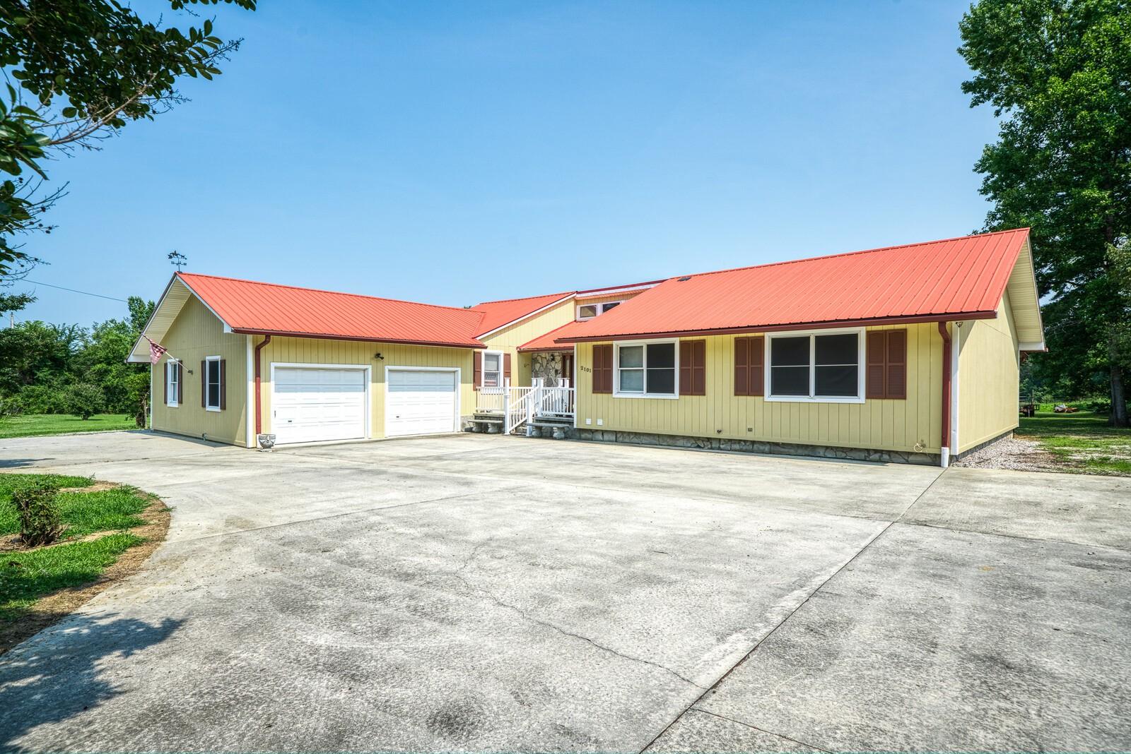 2101 Elmore Town Rd Property Photo