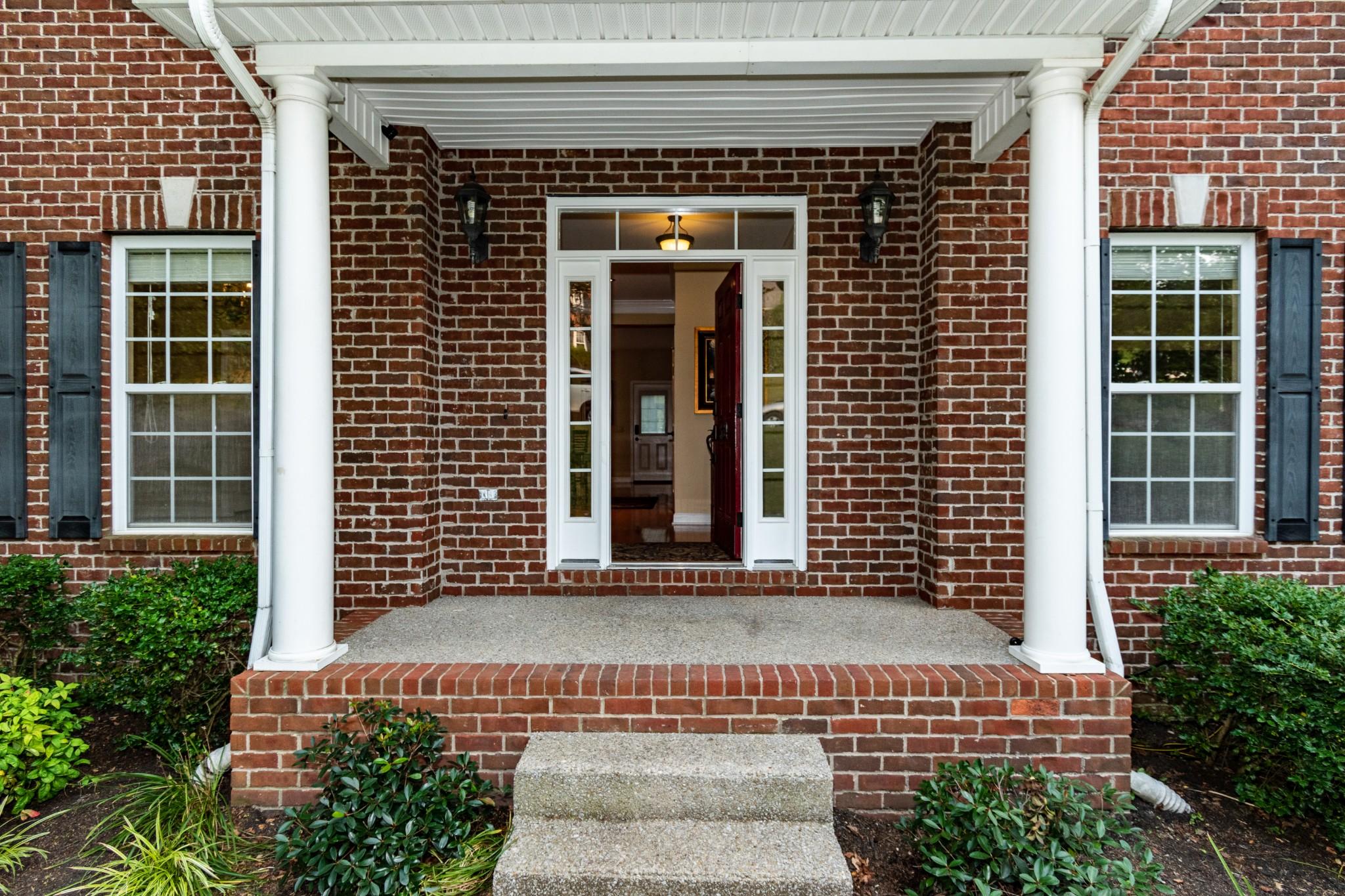834 Overhills Dr Property Photo 3
