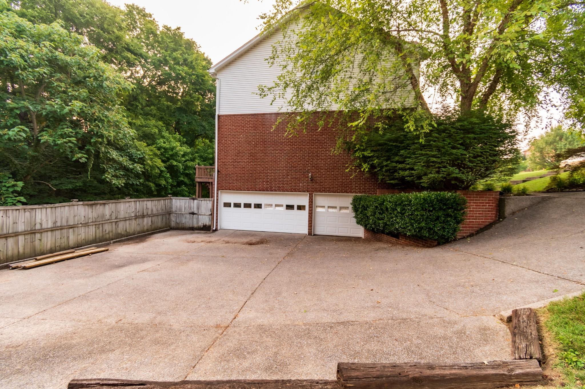 834 Overhills Dr Property Photo 30