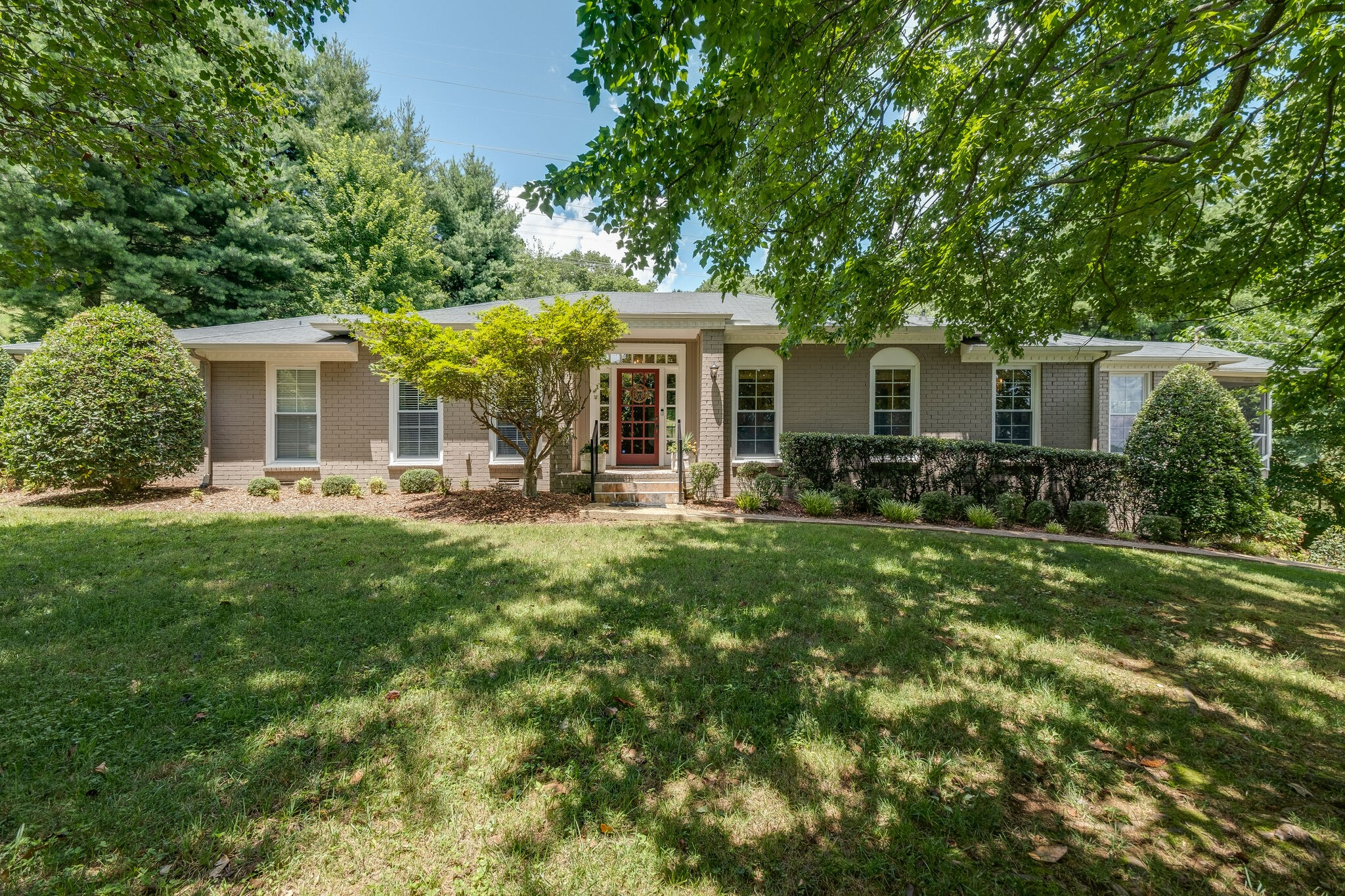 840 Forest Hills Dr Property Photo