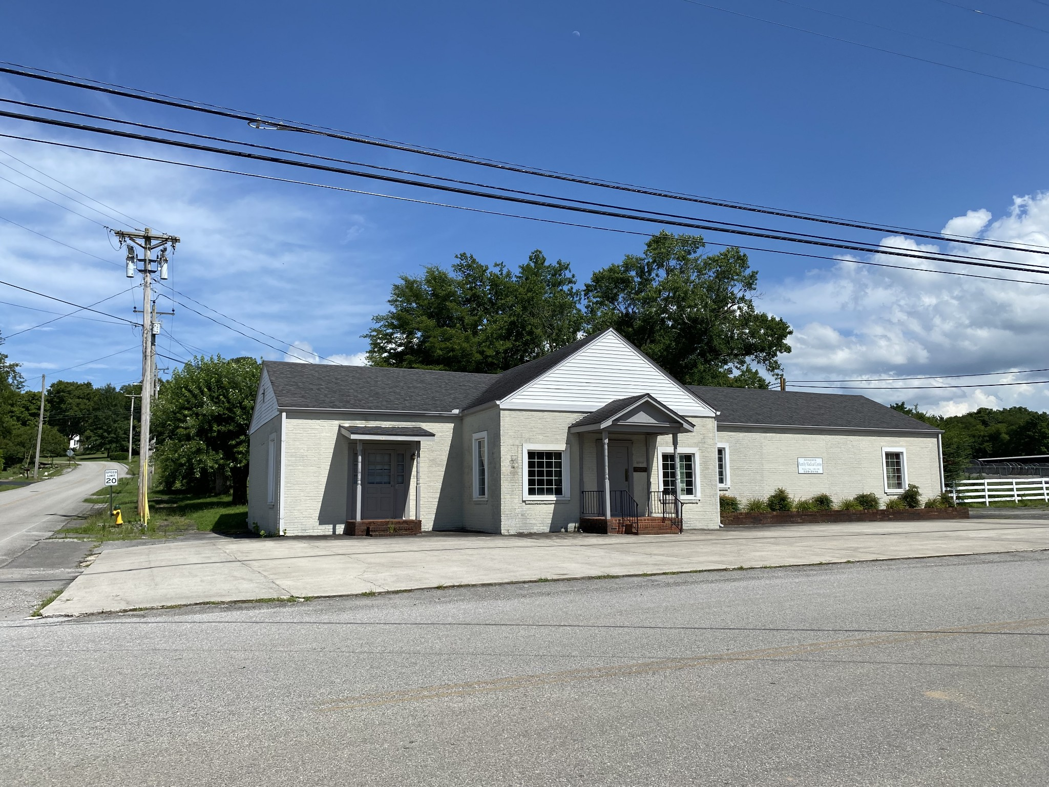100 E Main St Property Photo