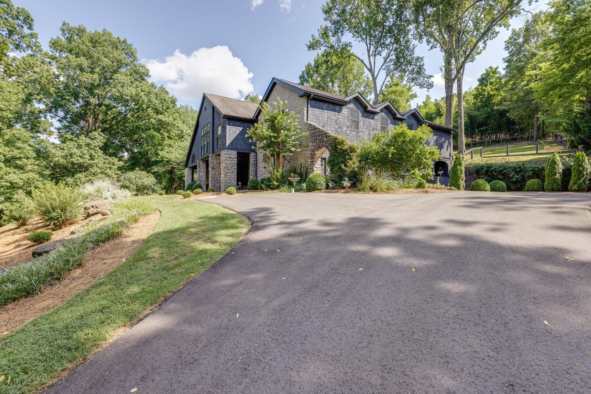 915 Overton Lea Rd Property Photo