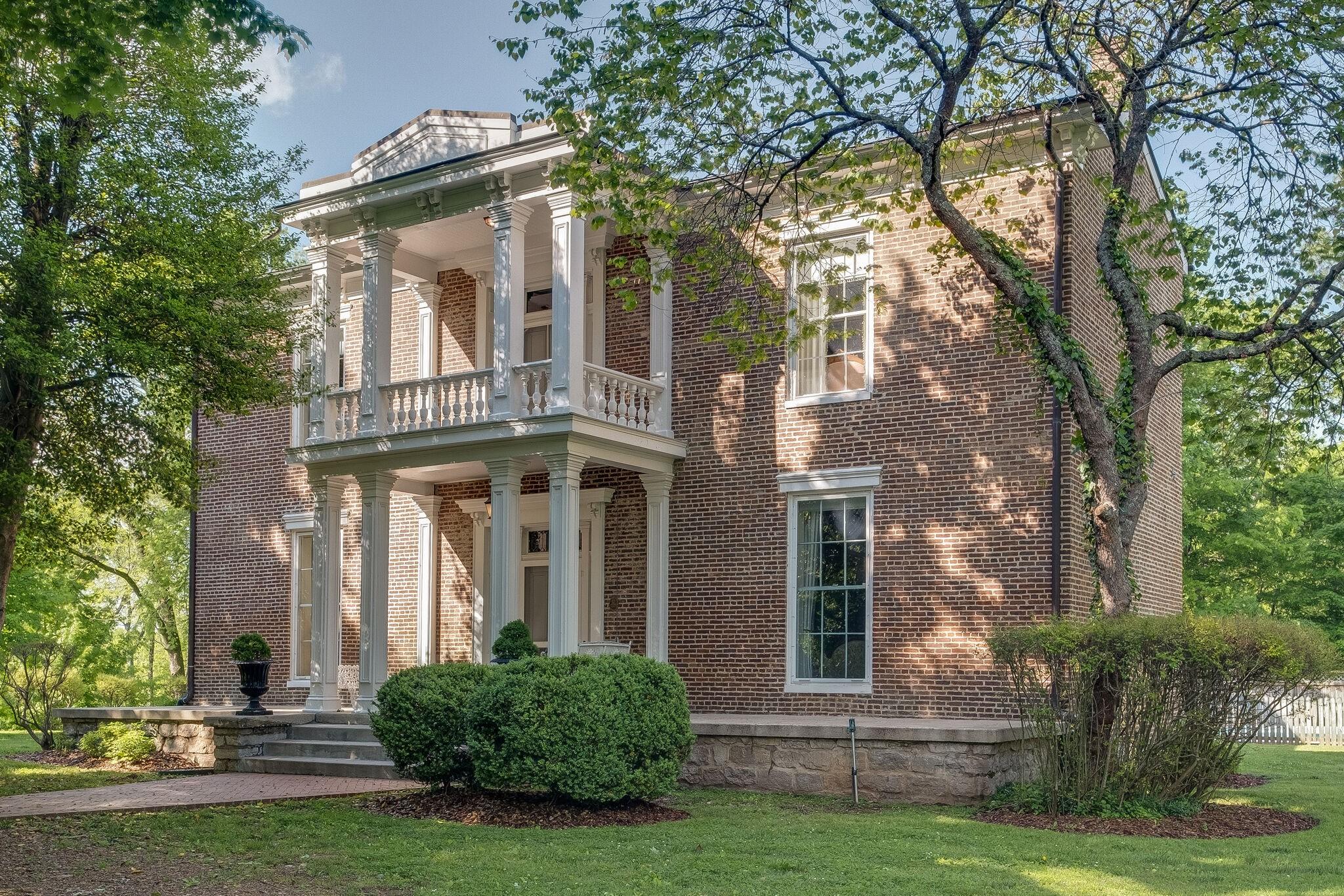 112 Oak St Property Photo