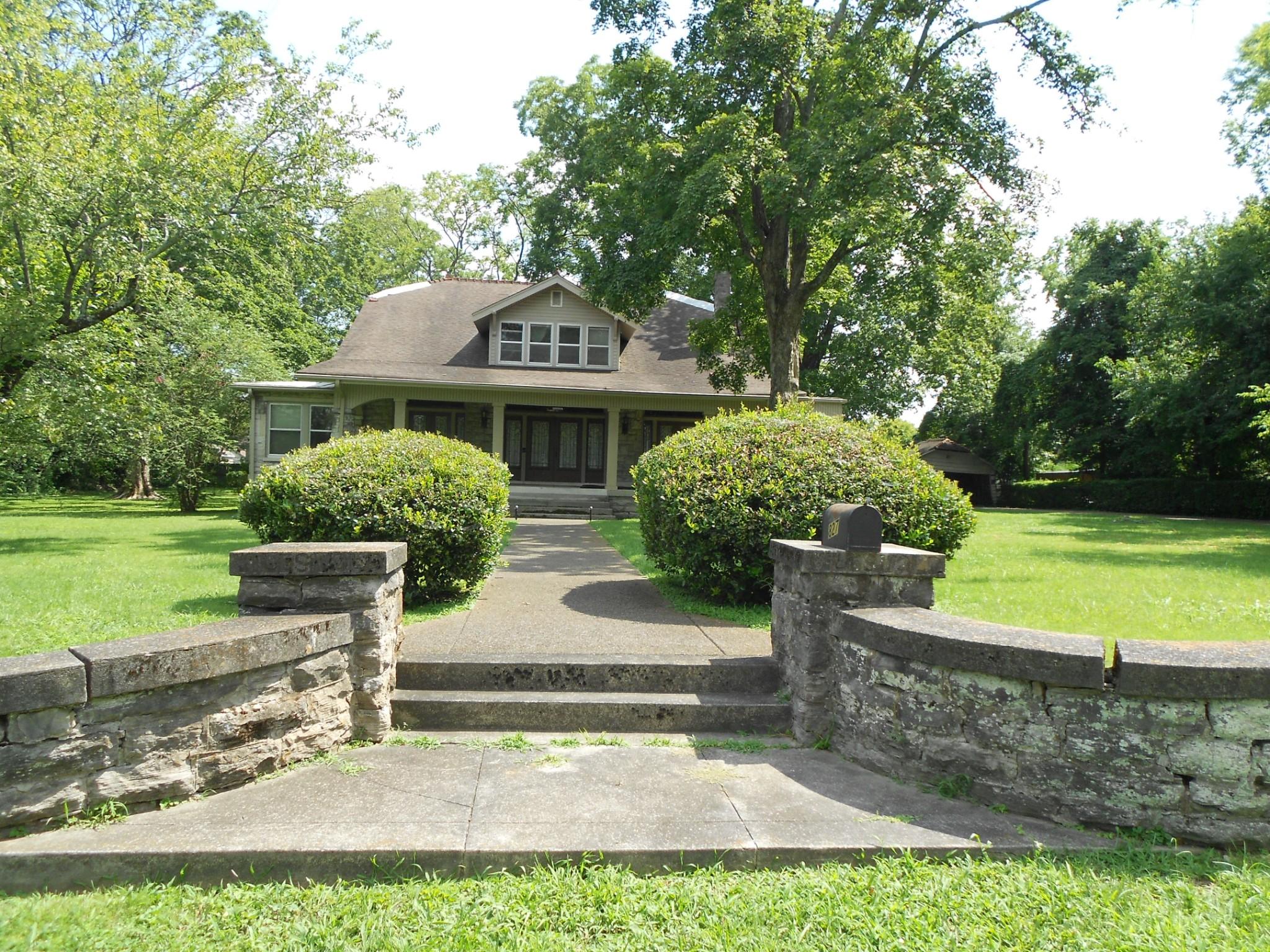 827 Kirkwood Ave Property Photo