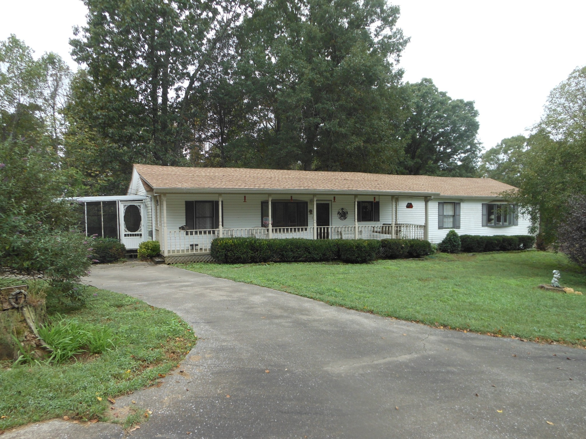 2076 Valley View Rd Property Photo