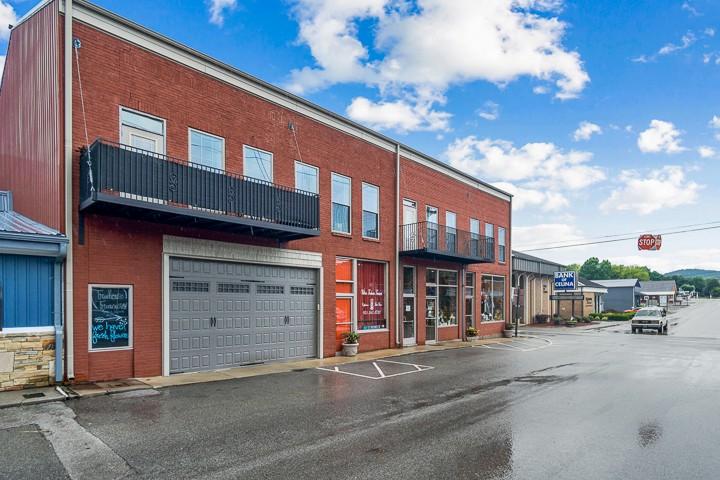 100 W Lake Ave Property Photo