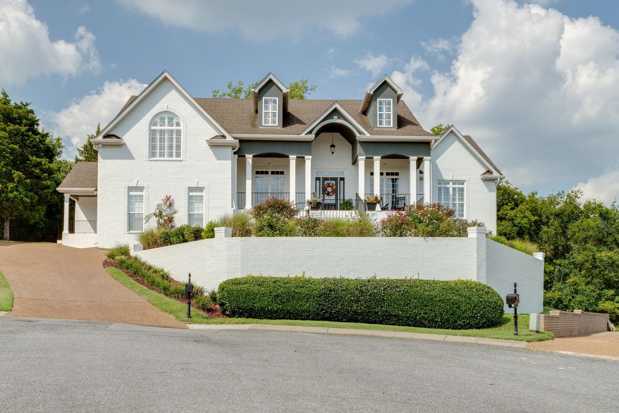 1004 Darwood Ct Property Photo 1