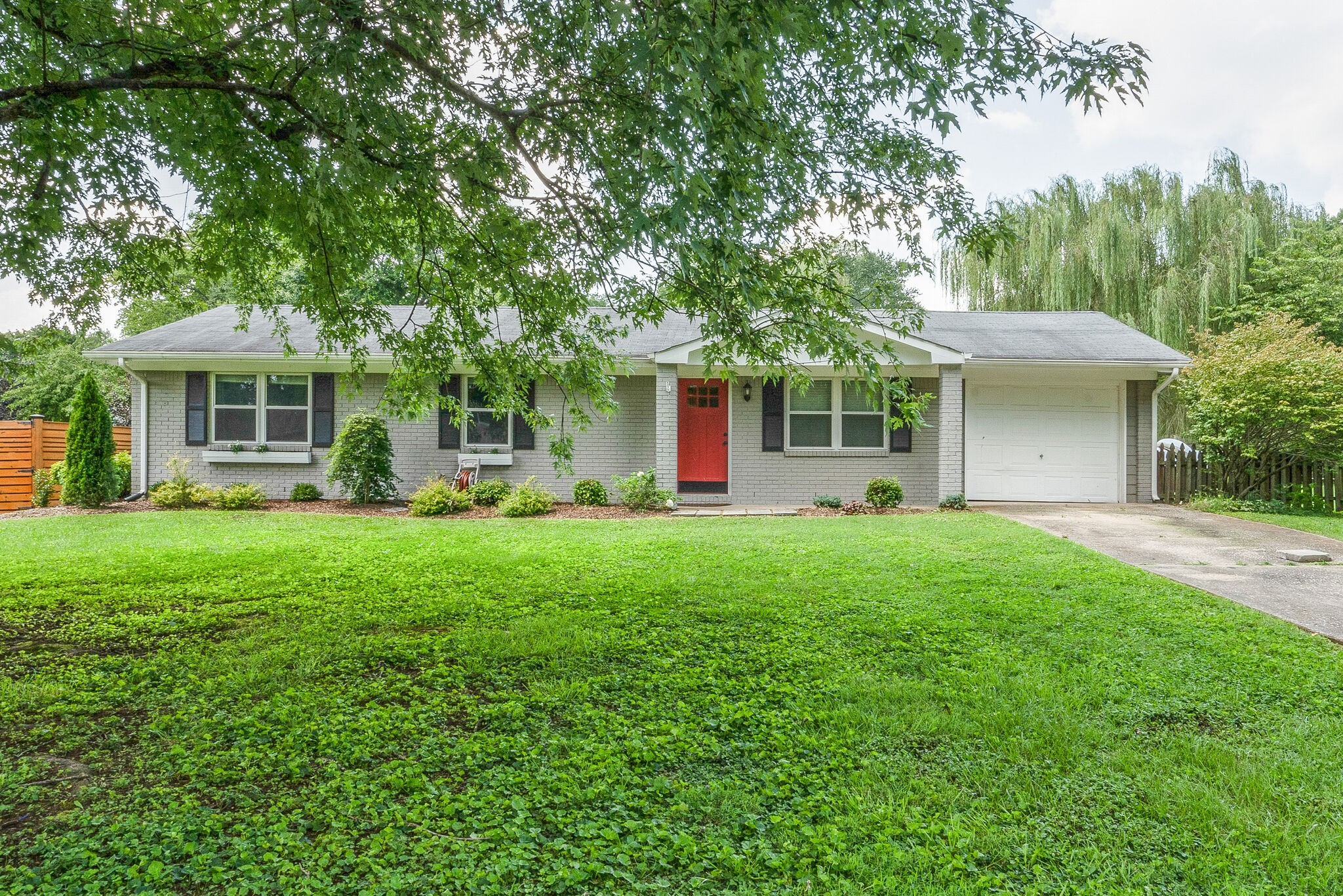 100 Elmwood Ct Property Photo 1