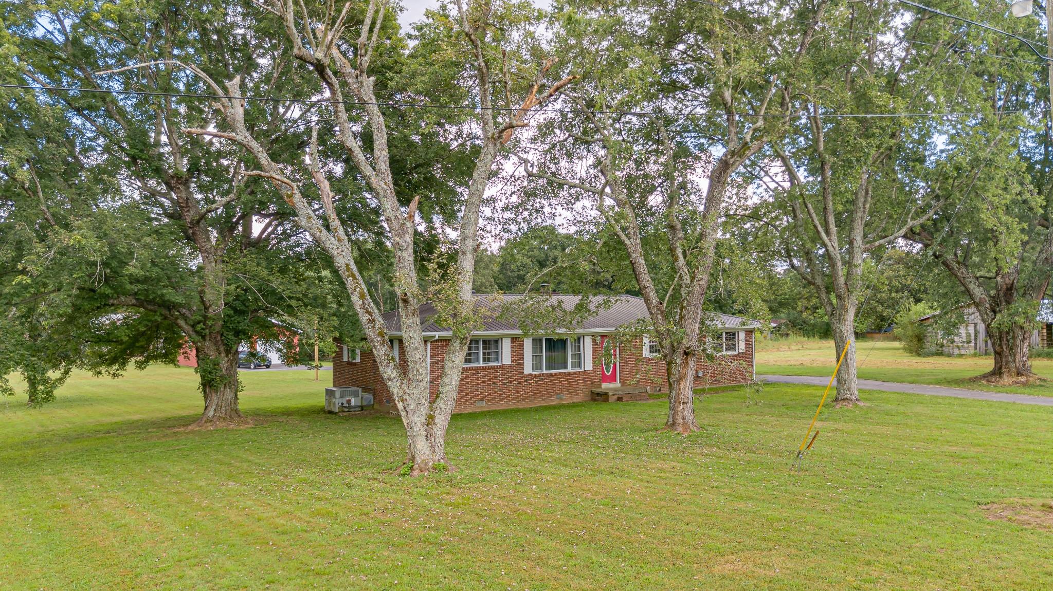 1024 Blue Creek Rd Property Photo 2