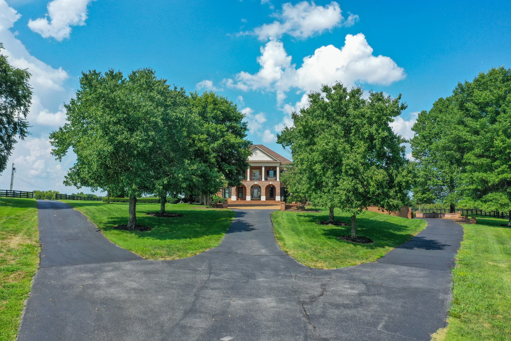 607 Sunnyside Ln Property Photo 2