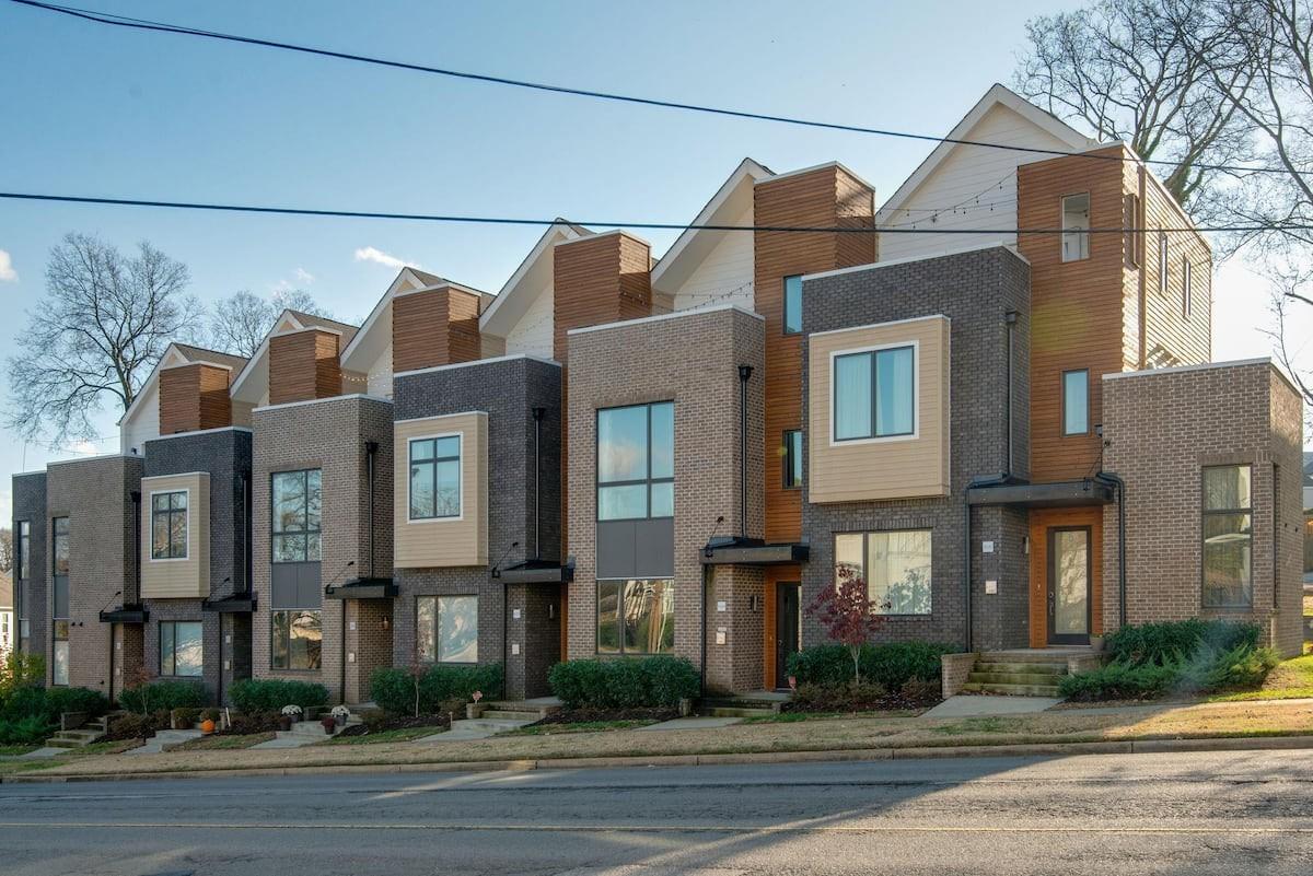 1029 Wedgewood Ave Property Photo 1