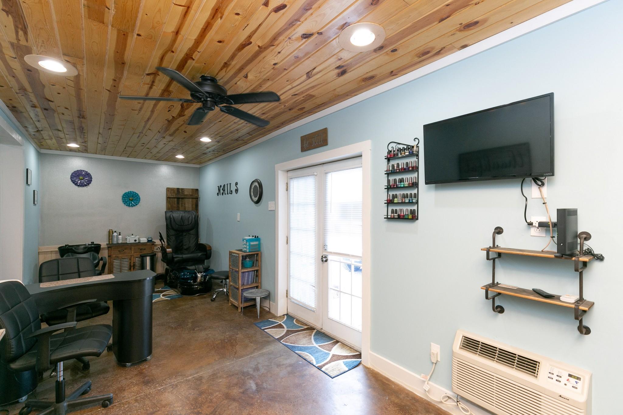 4920 Galen Rd Property Photo 36