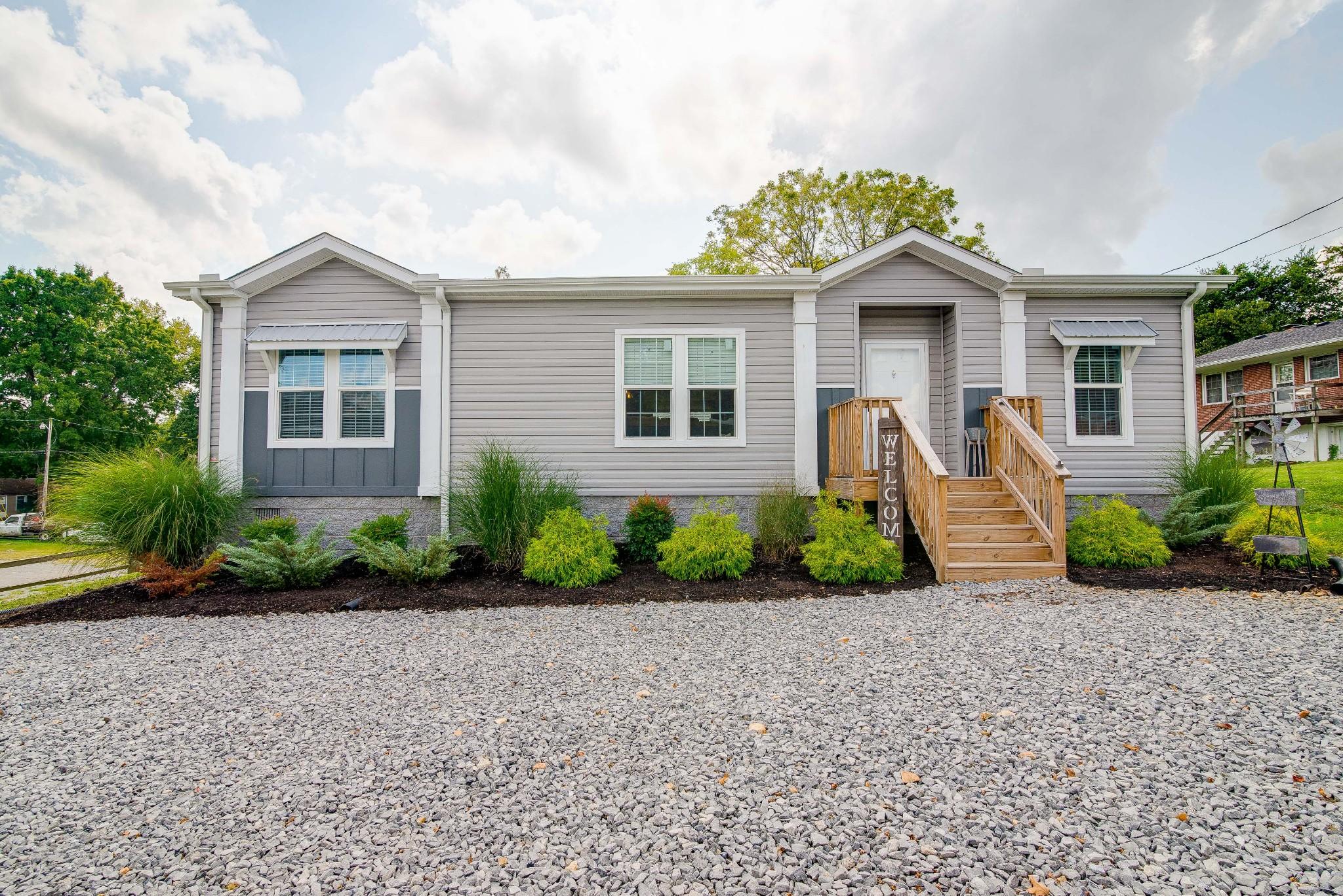 104 E Pond St Property Photo