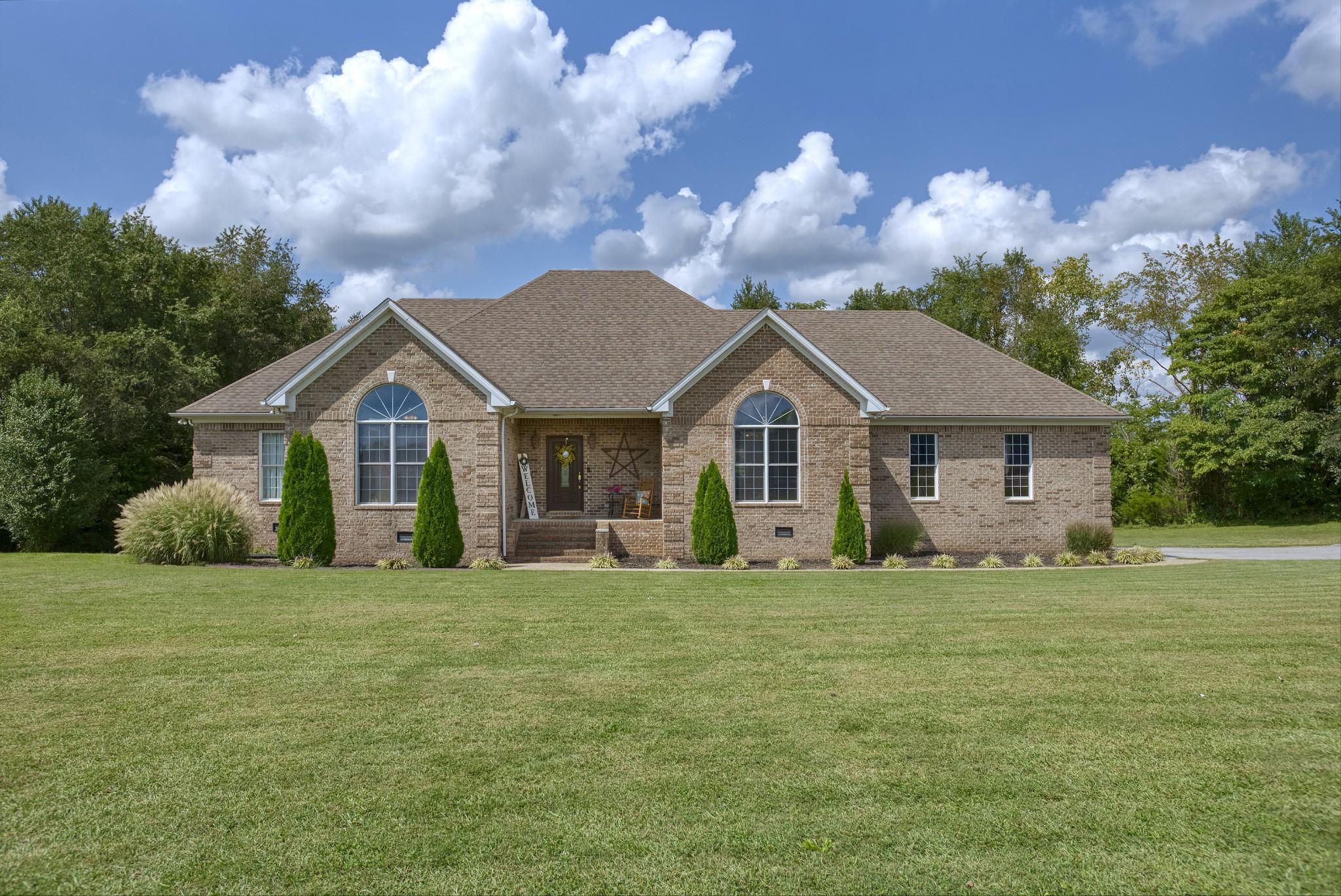 400 White Oaks Ln Property Photo