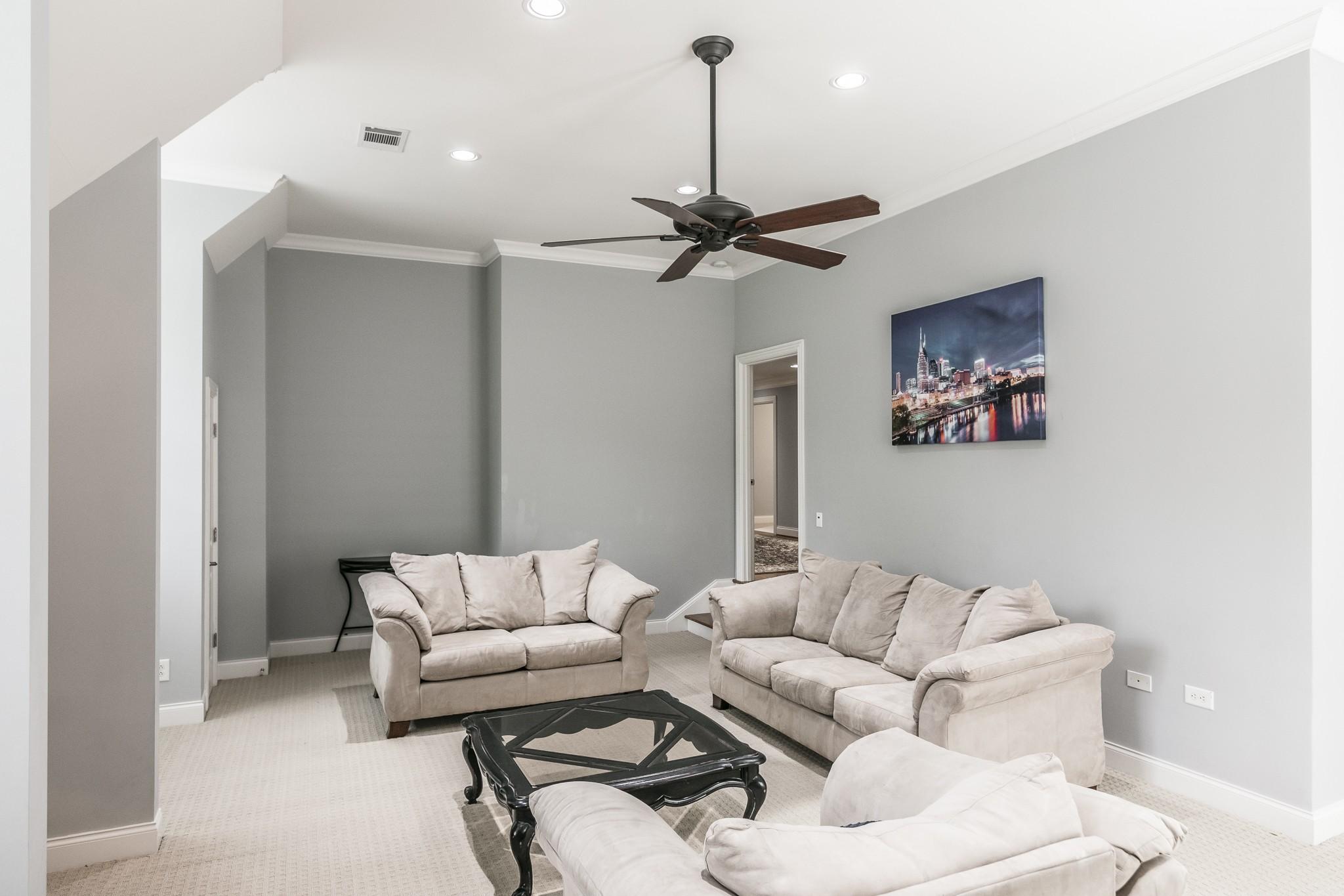2700 Wortham Ave Property Photo 33