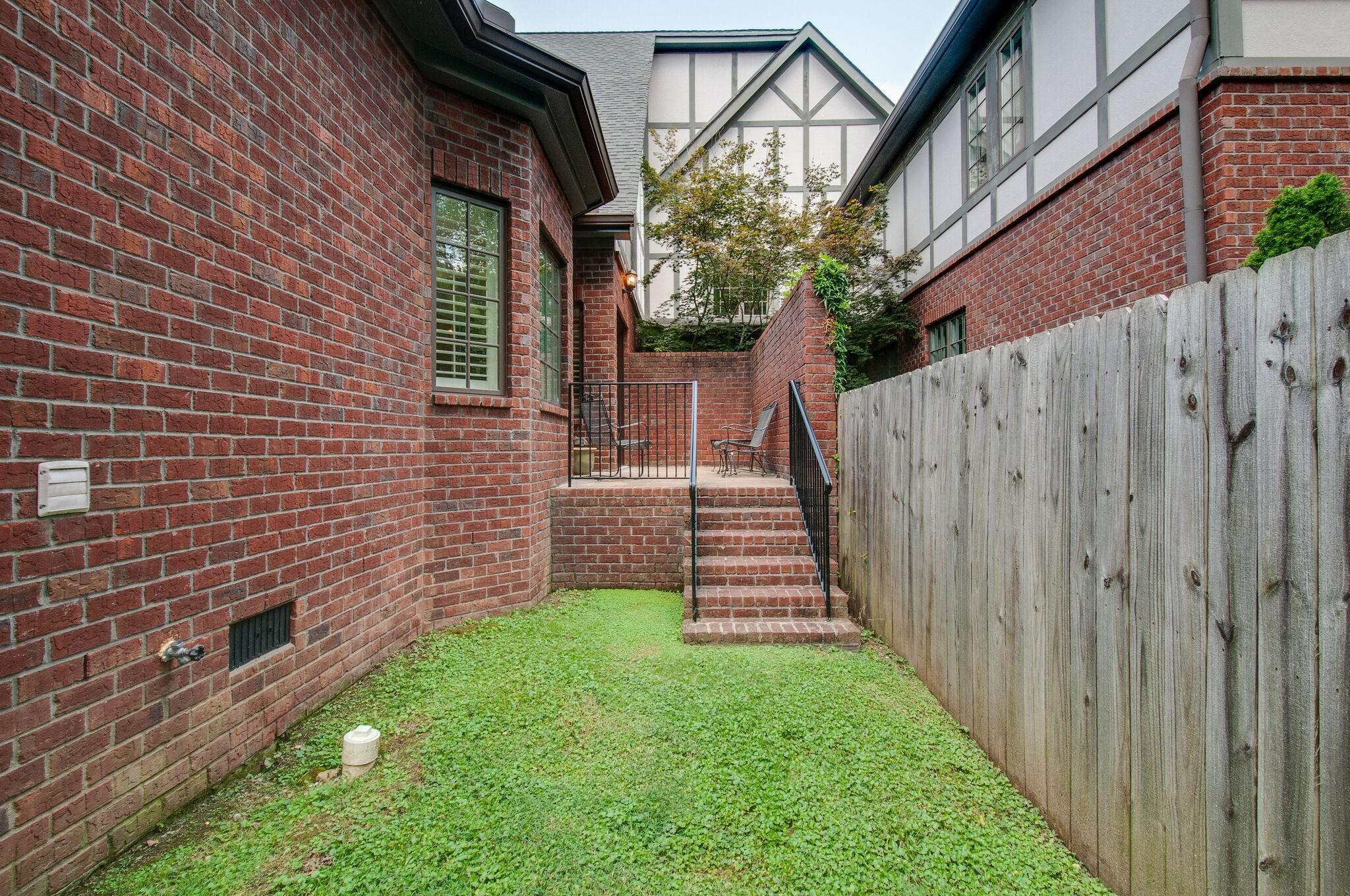 2700 Wortham Ave Property Photo 39