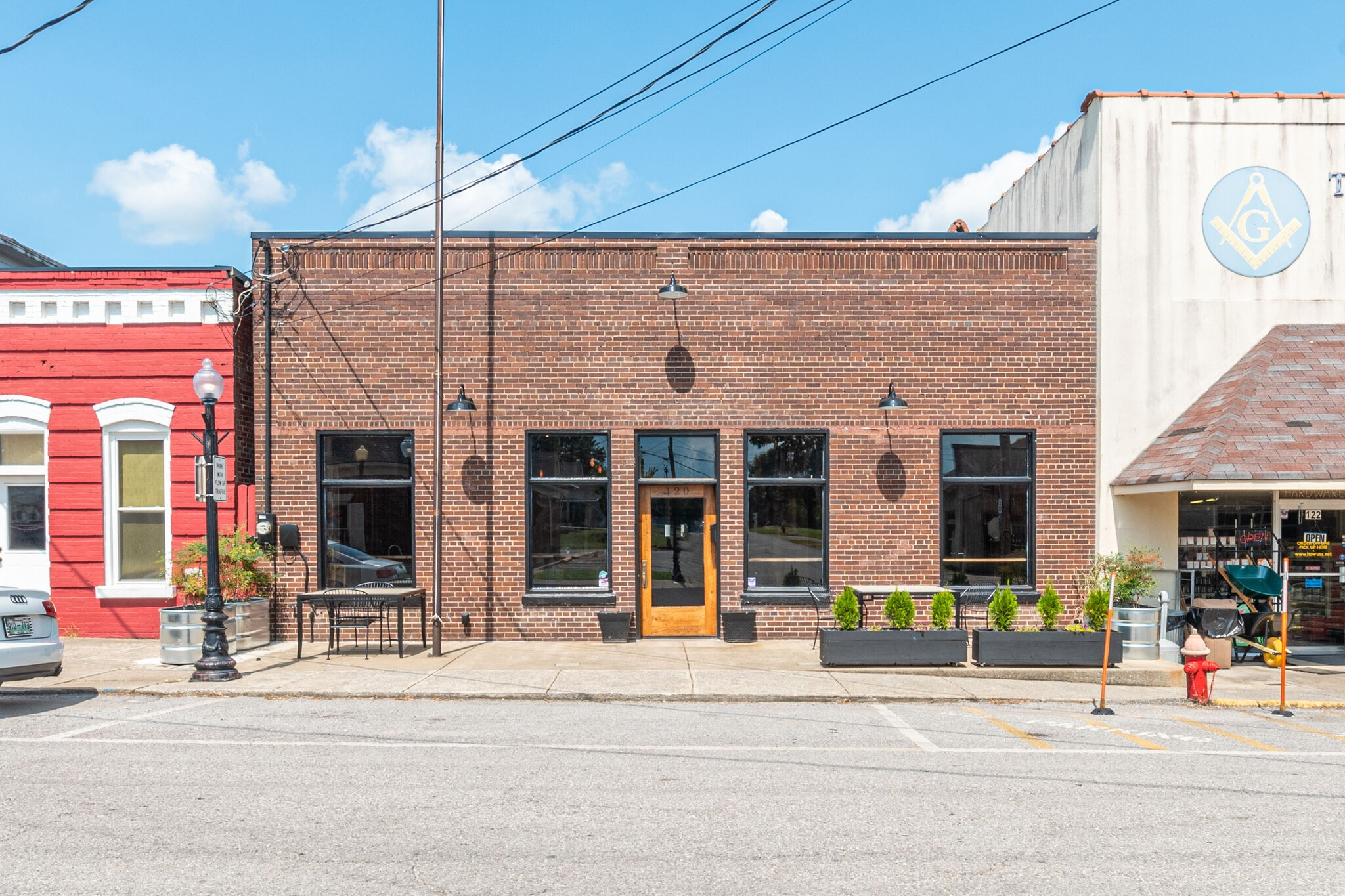 120 E Main St Property Photo