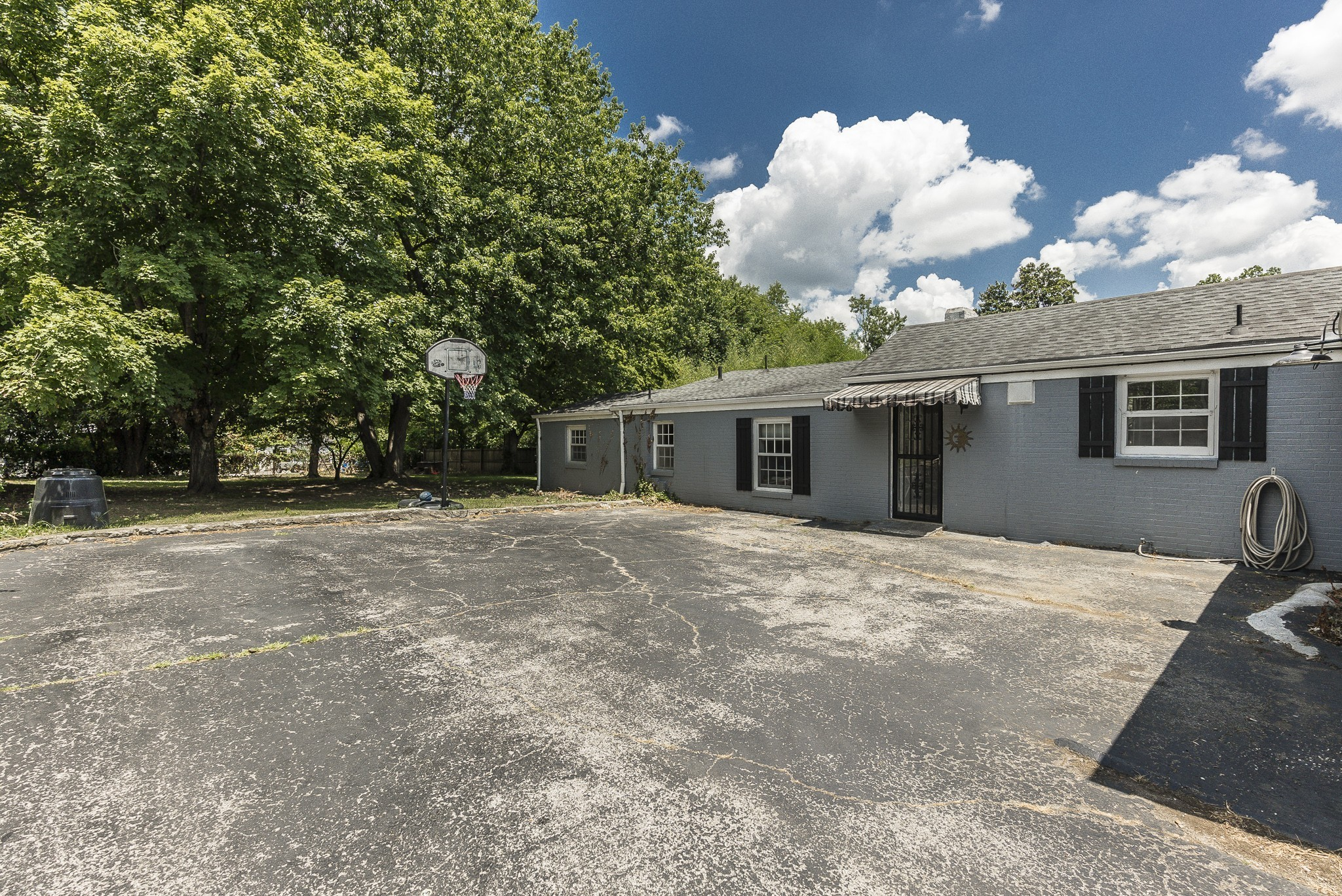 1215 Kenwood Dr Property Photo 5