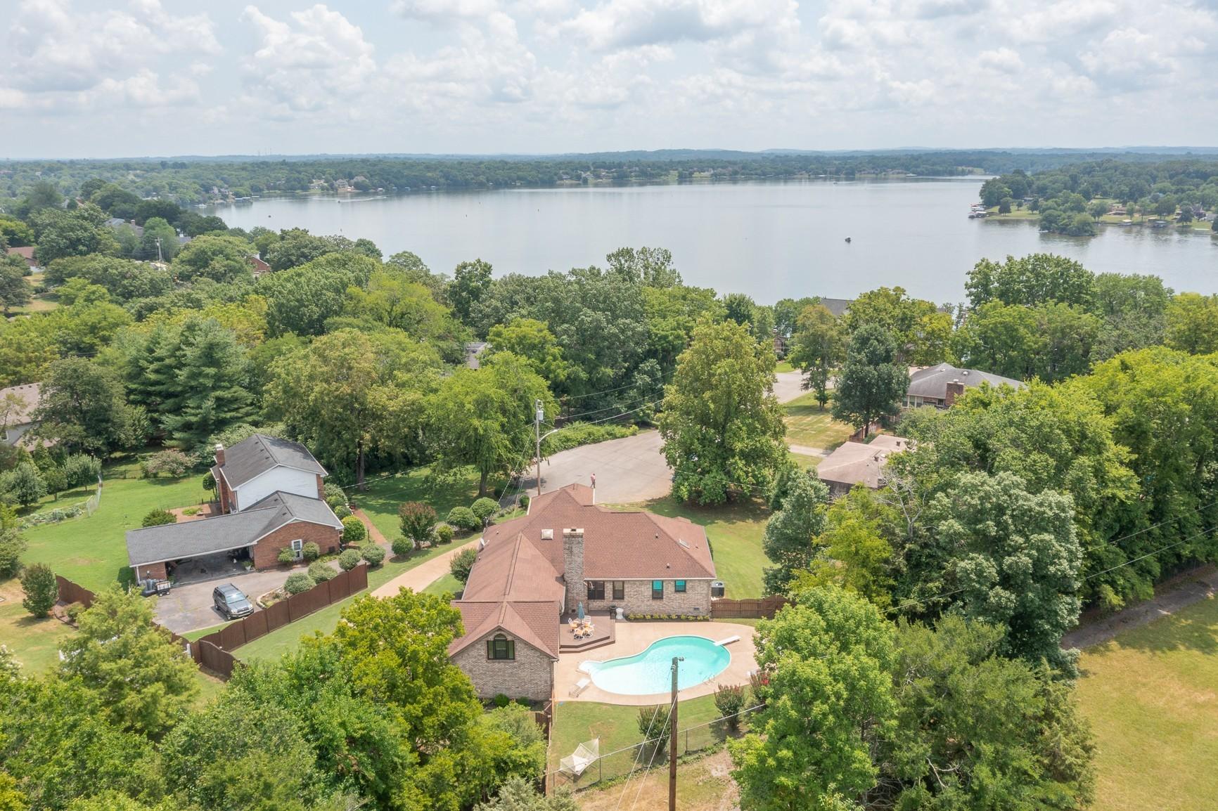 105 Lexington Sta Property Photo 1