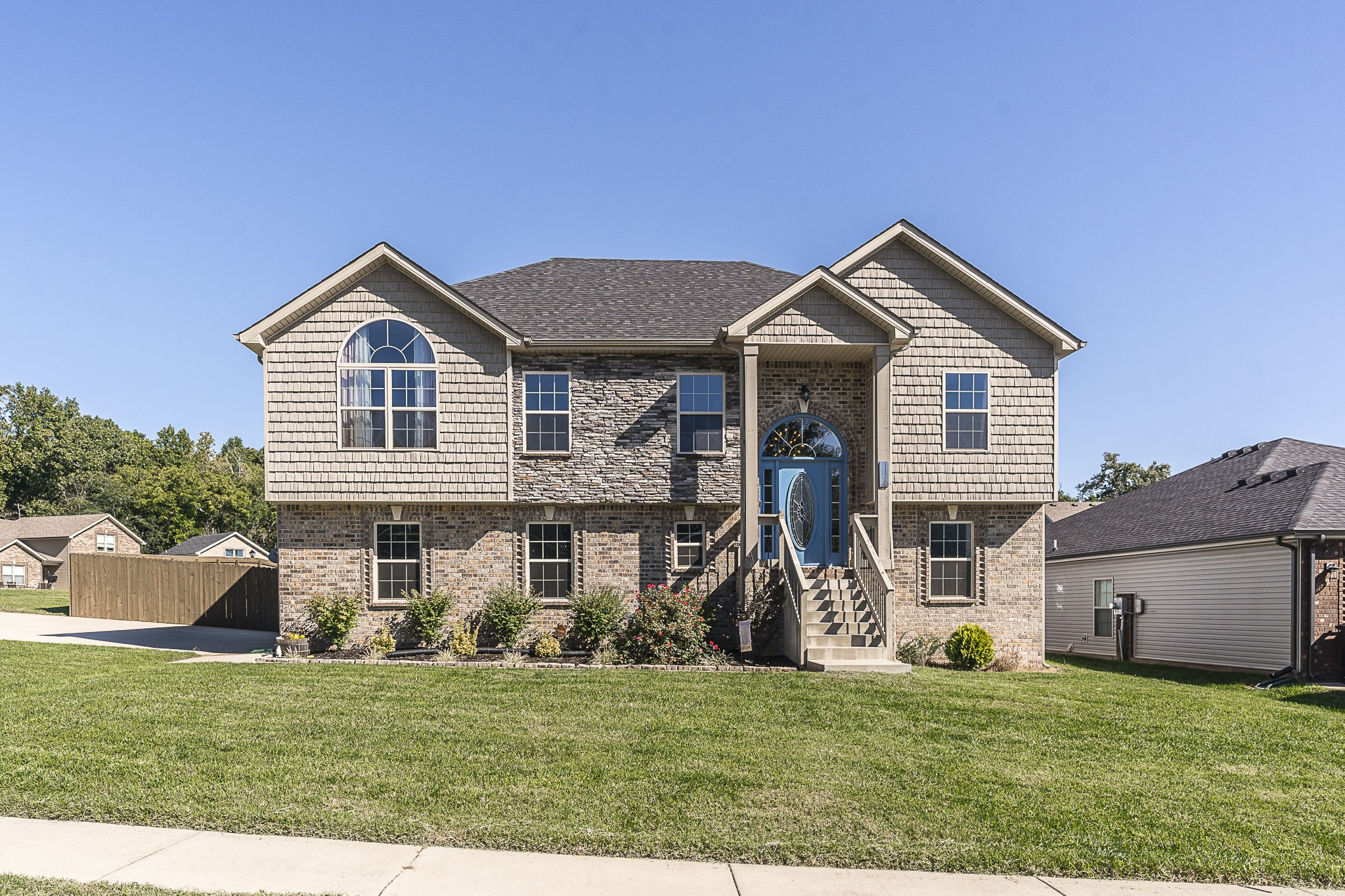 37043 Real Estate Listings Main Image