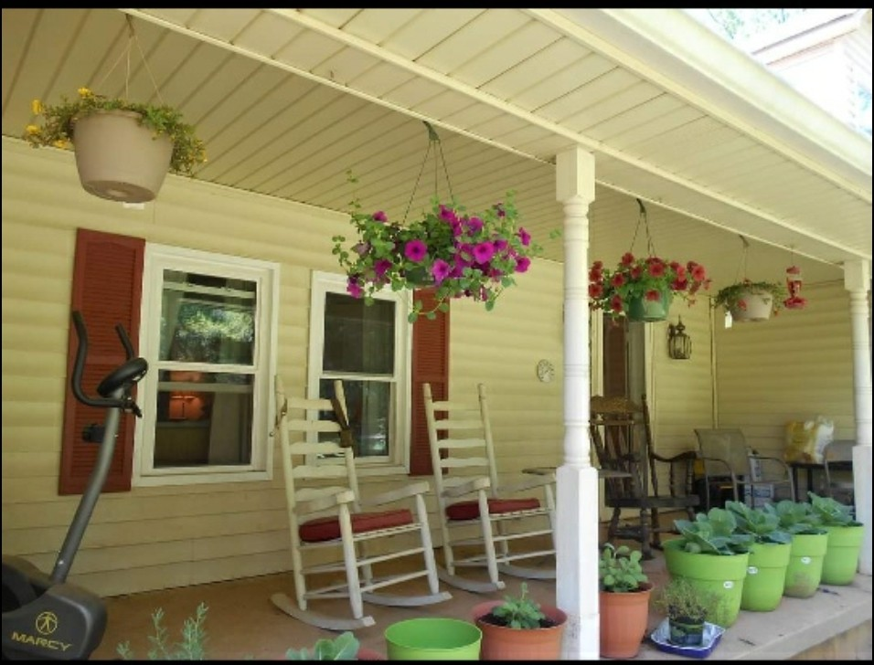9985 Rocky Hill Rd Property Photo 1