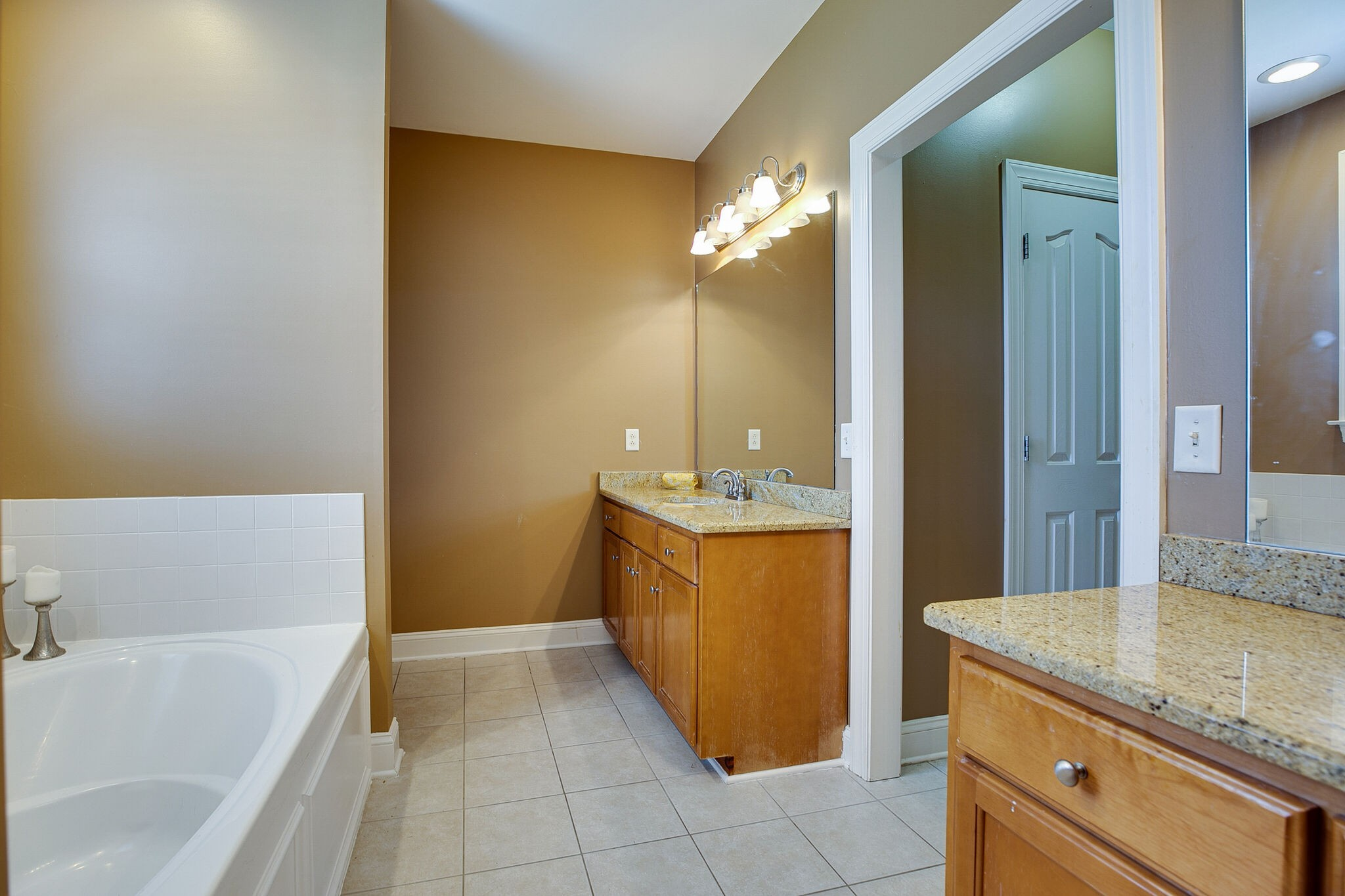 913 Northbrook Ct Property Picture 29