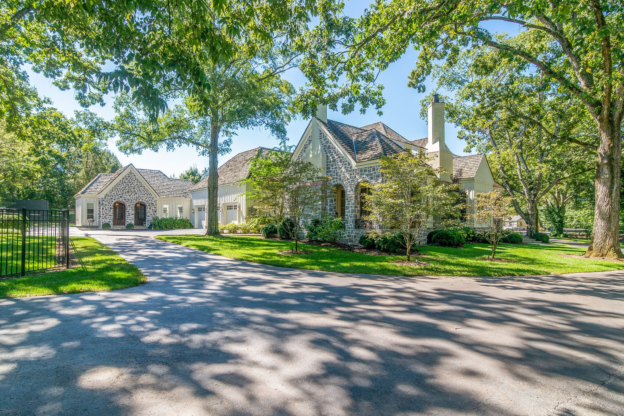 800 Lynnwood Blvd Property Photo 1