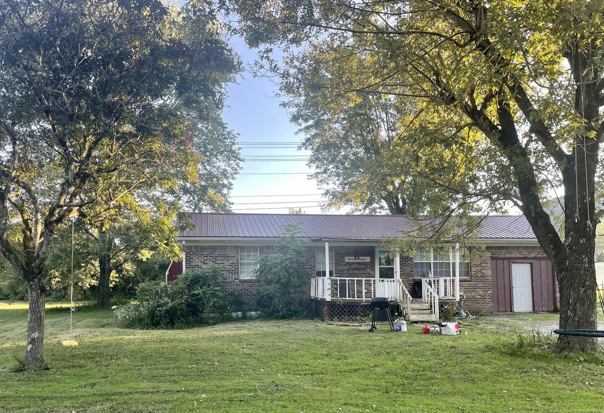 818 Riverside Cir Property Photo