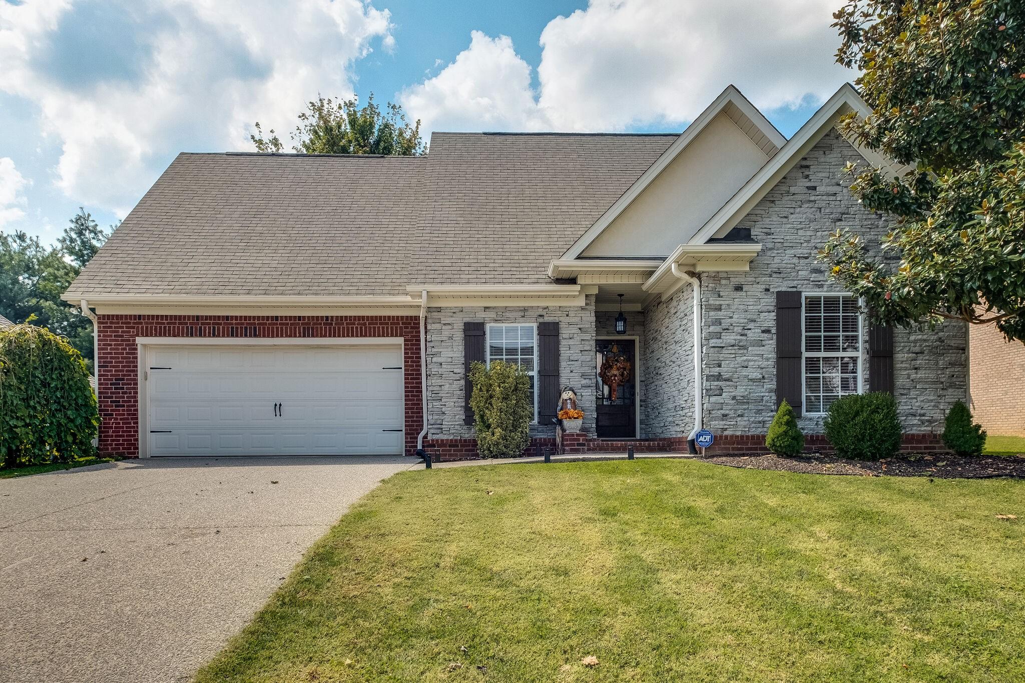 4011 Lilac Ln Property Photo 1