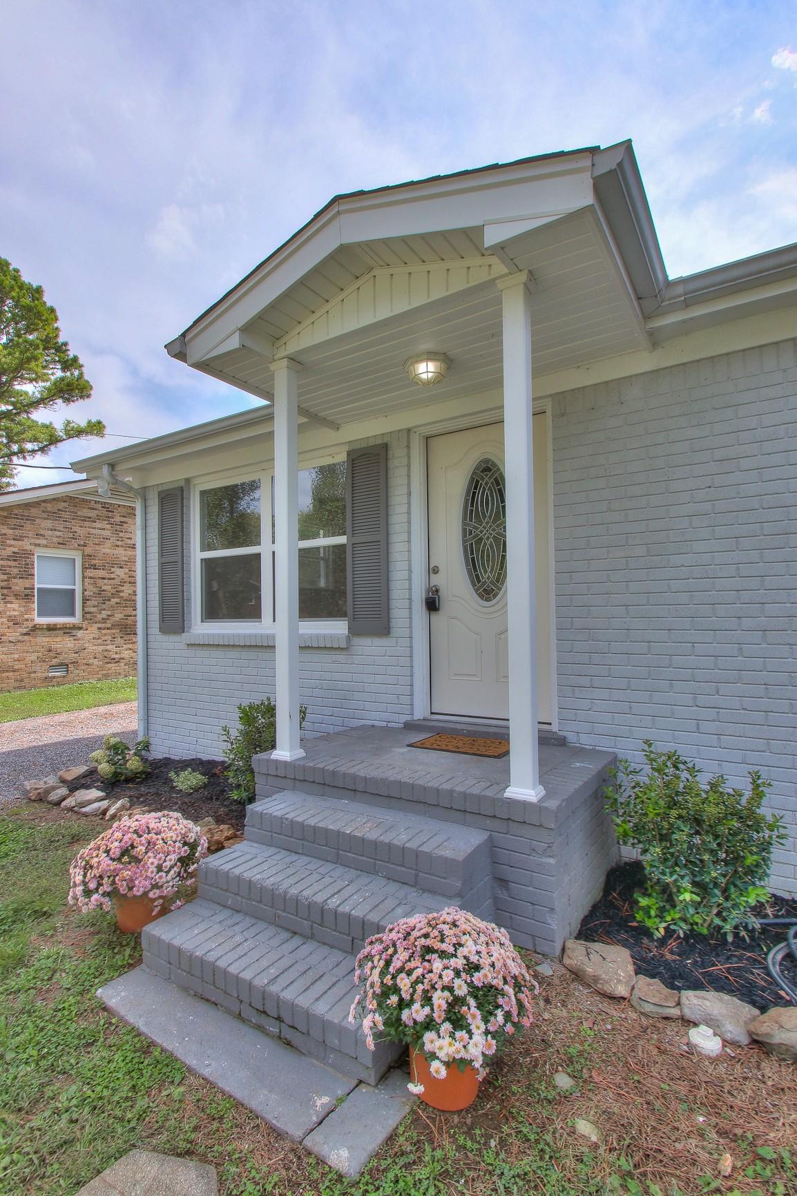 317 Greenbriar St Property Photo 2