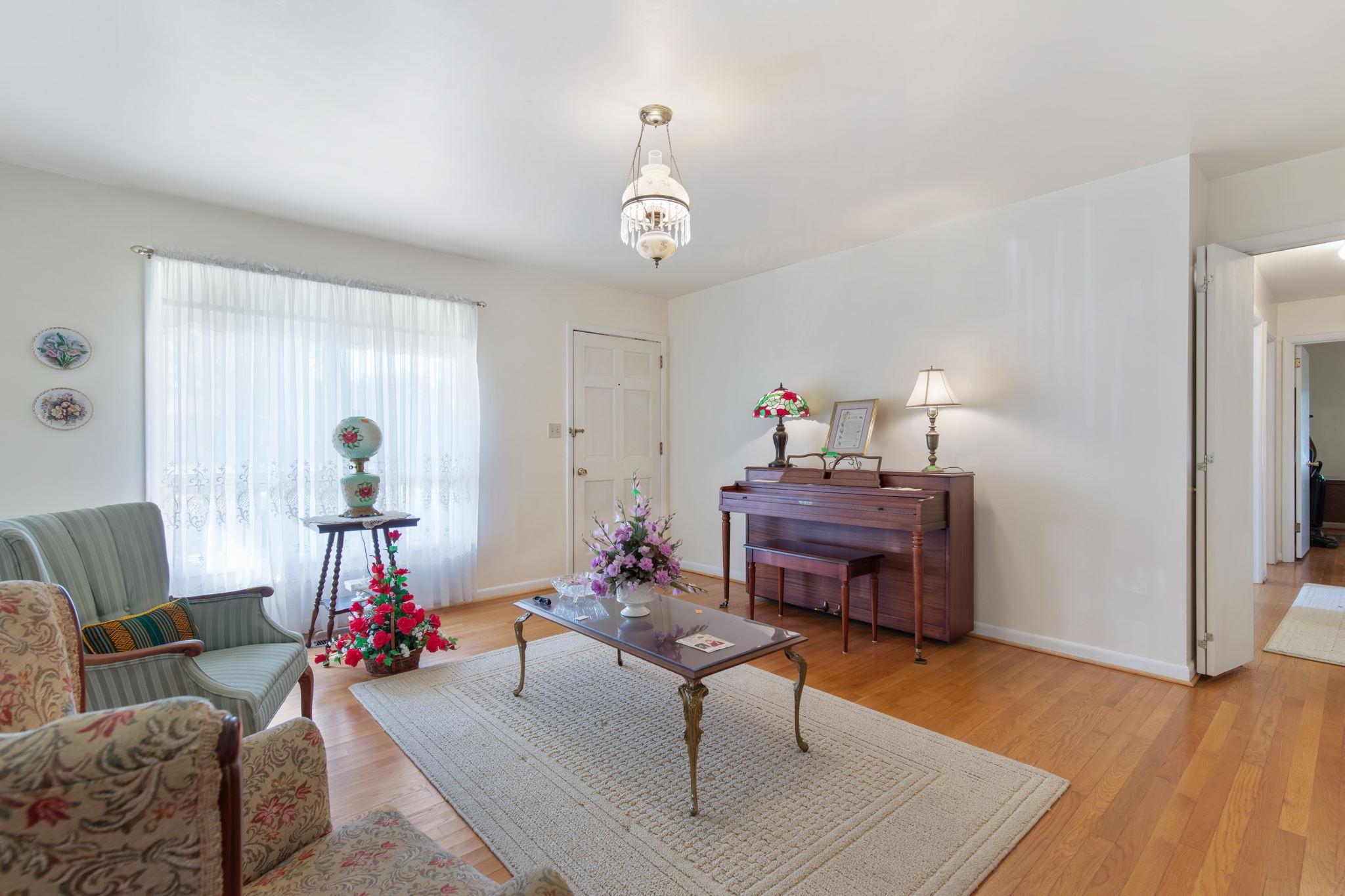 204 Terrace Ln Property Photo 3