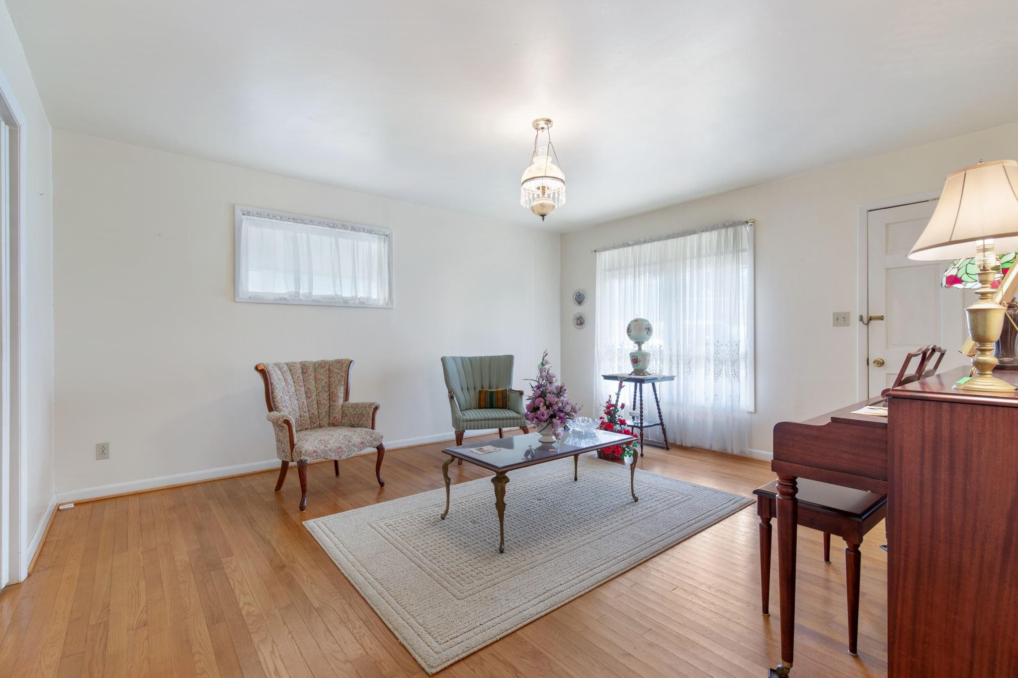 204 Terrace Ln Property Photo 4