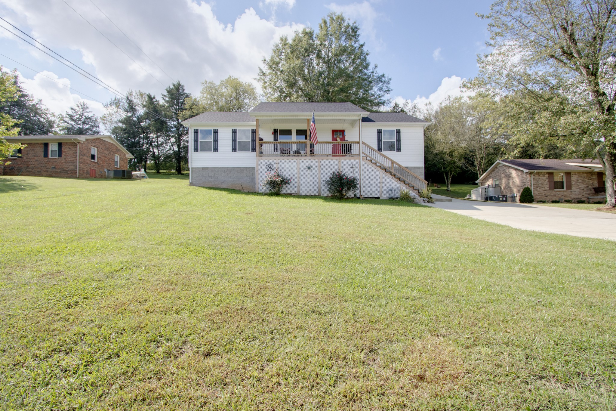 226 Meadow Dr Property Photo