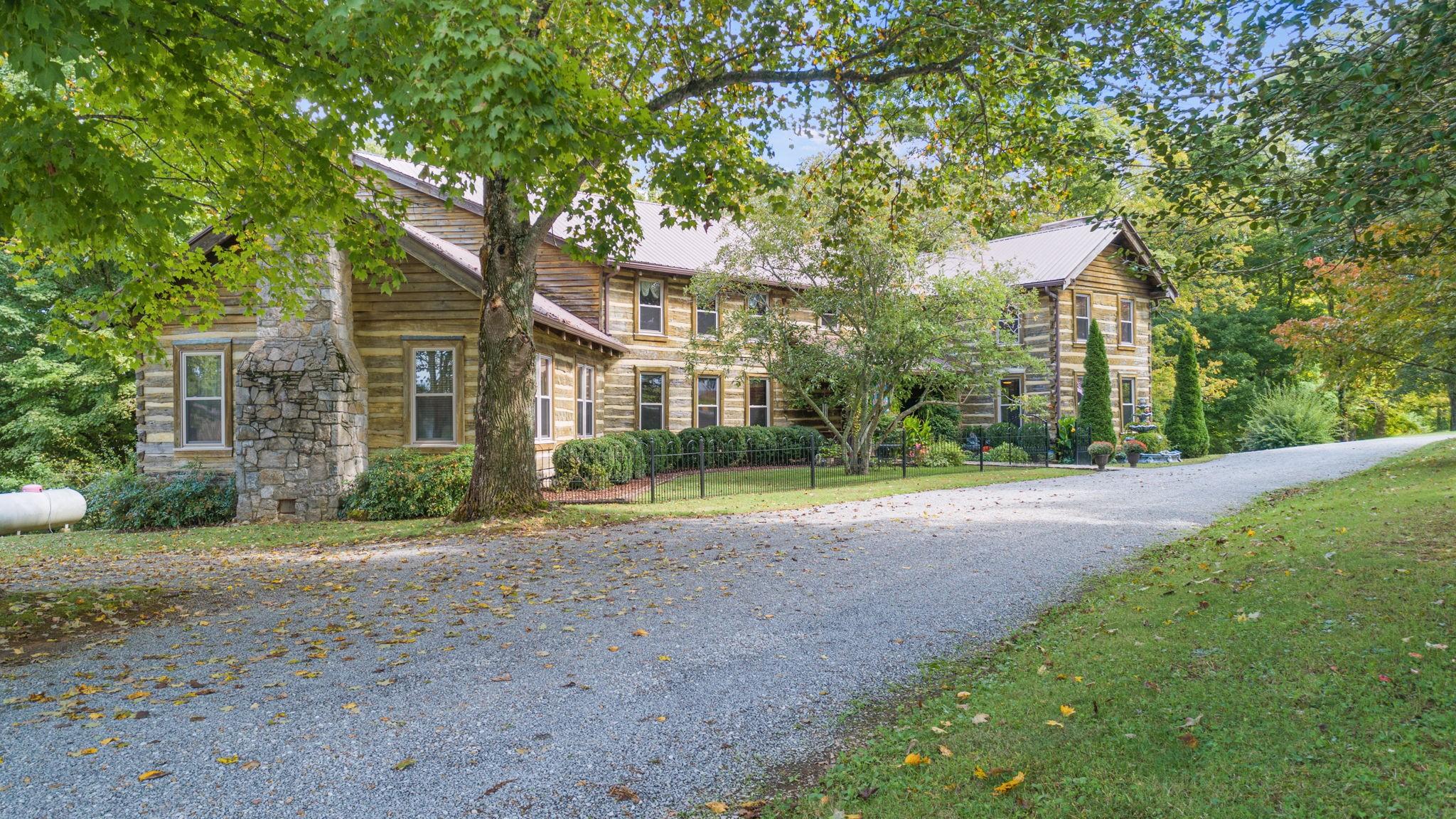 6456 Shelbyville Rd Property Photo