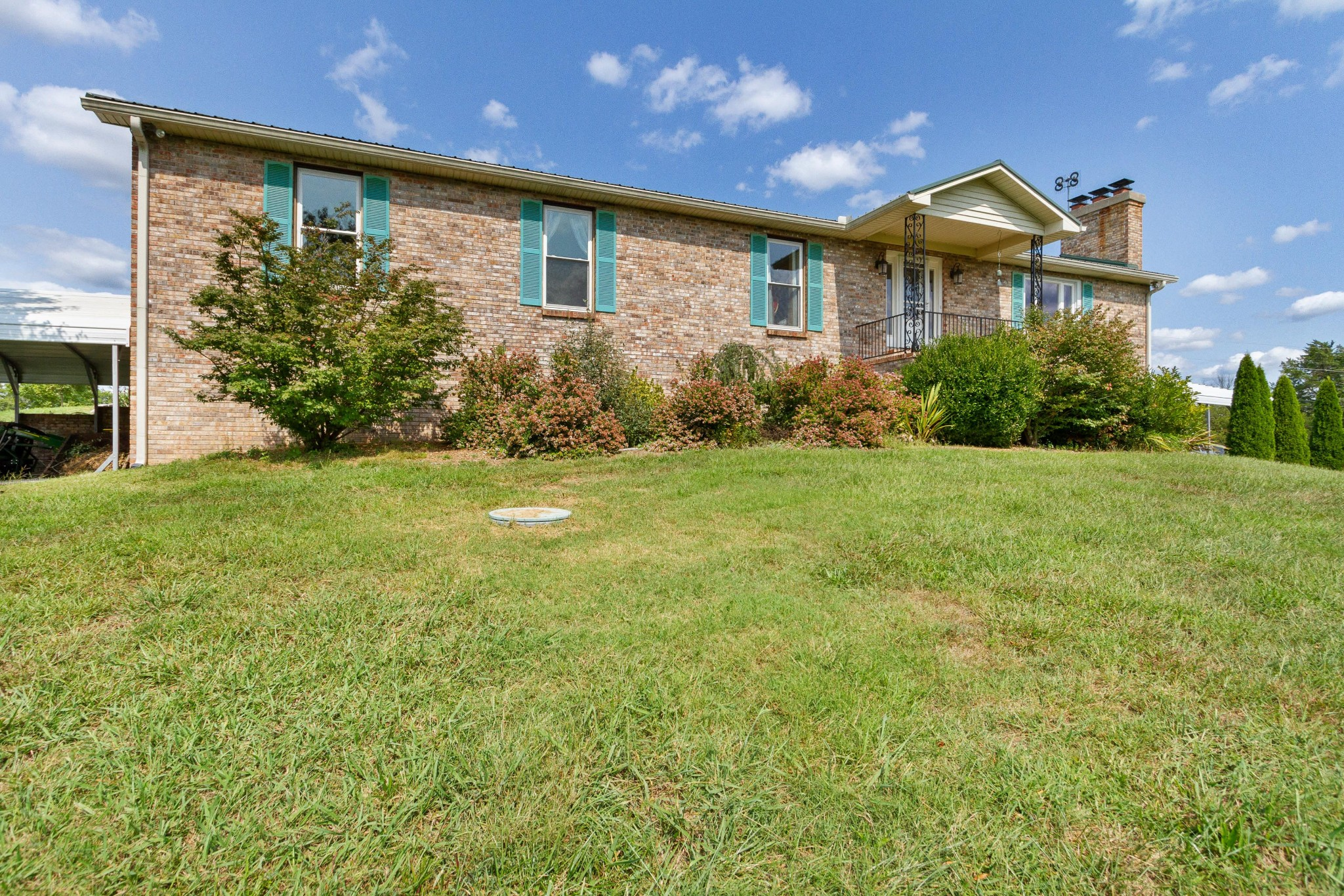 665 County Line Rd Property Photo